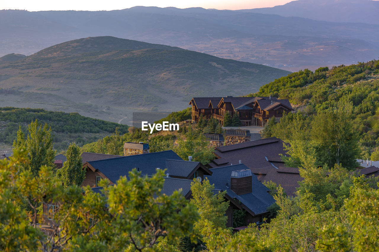 SCENIC VIEW OF MOUNTAINS AND HOUSES AGAINST MOUNTAIN