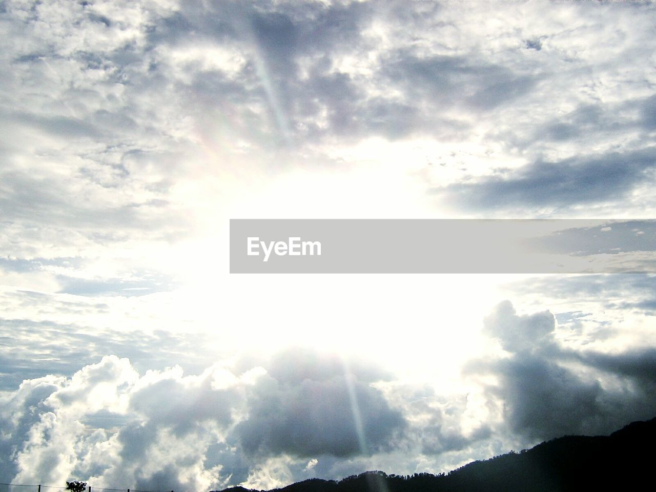 sky, cloud - sky, sunbeam, nature, beauty in nature, scenics, no people, tranquility, tranquil scene, low angle view, day, outdoors, sunlight, sky only, backgrounds