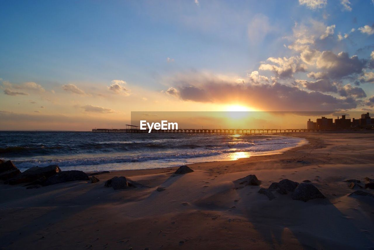 sunset, sea, sky, beach, water, beauty in nature, nature, scenics, sun, cloud - sky, sand, horizon over water, outdoors, tranquil scene, sunlight, tranquility, no people, wave, architecture, day