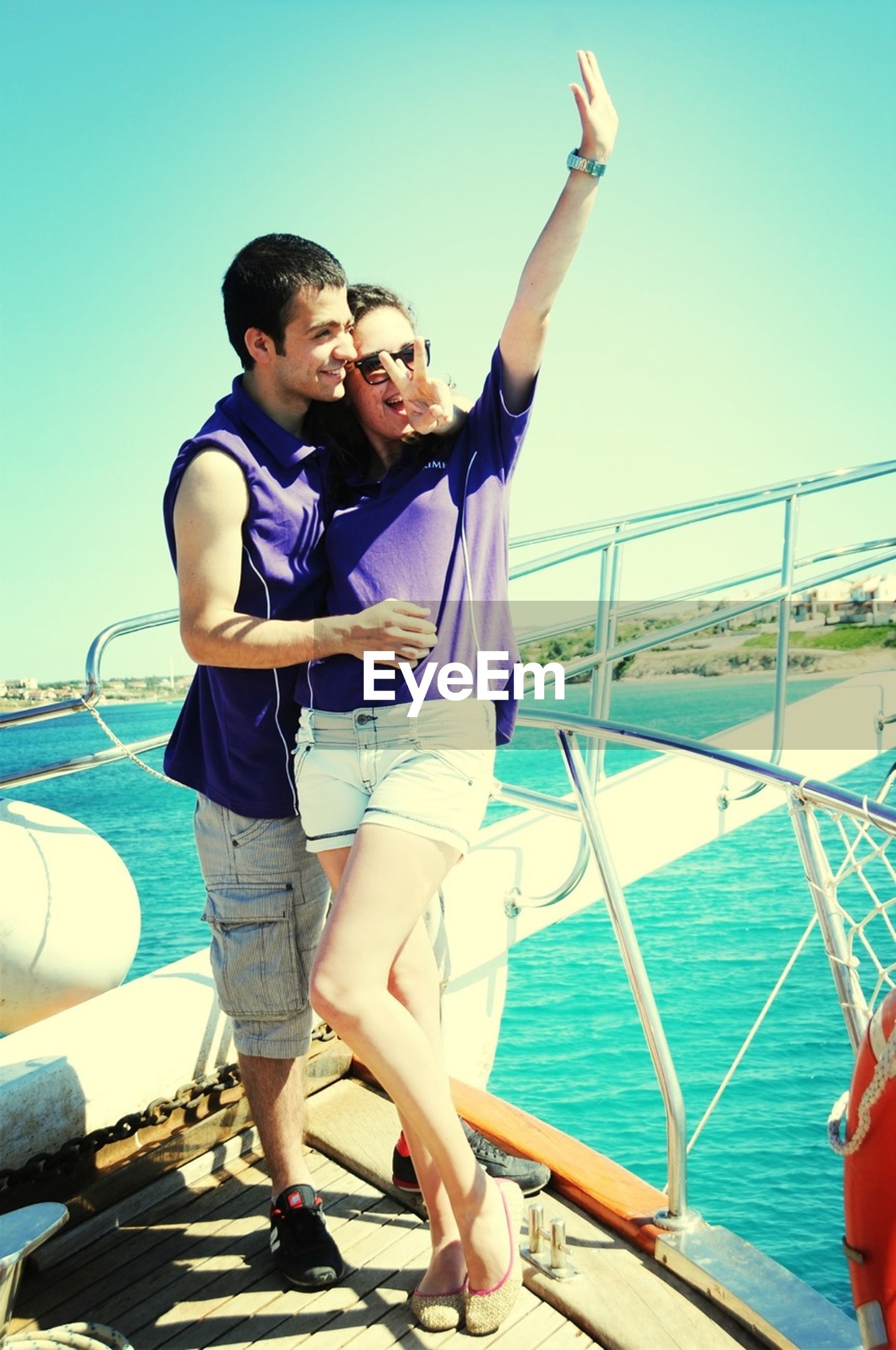 lifestyles, leisure activity, full length, young adult, casual clothing, person, water, togetherness, young women, enjoyment, vacations, fun, bonding, happiness, sea, smiling