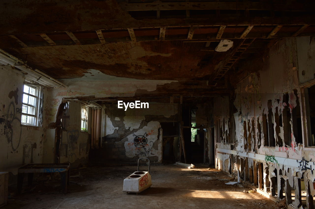 indoors, abandoned, damaged, architecture, built structure, no people, day