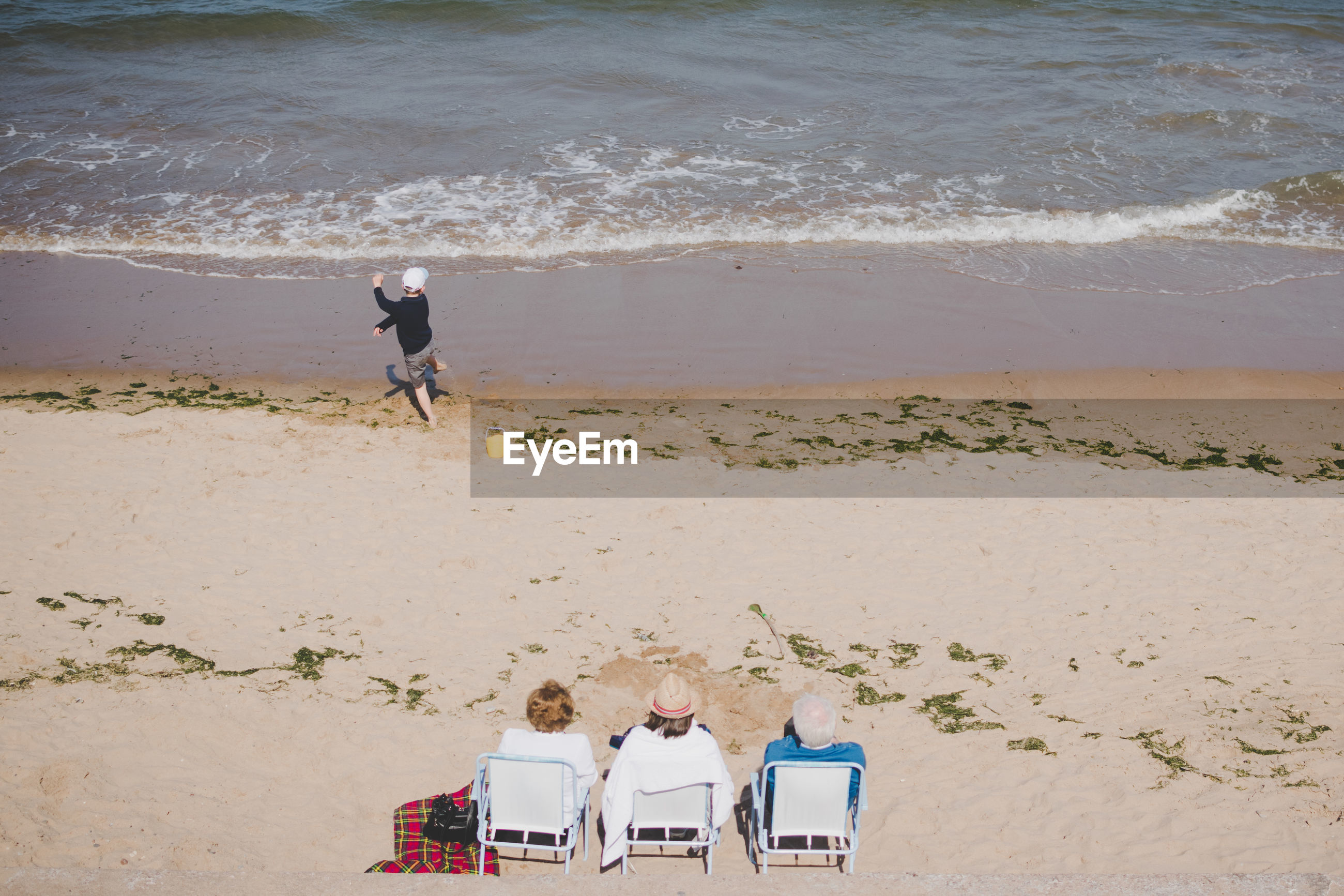 HIGH ANGLE VIEW OF PEOPLE ON SHORE