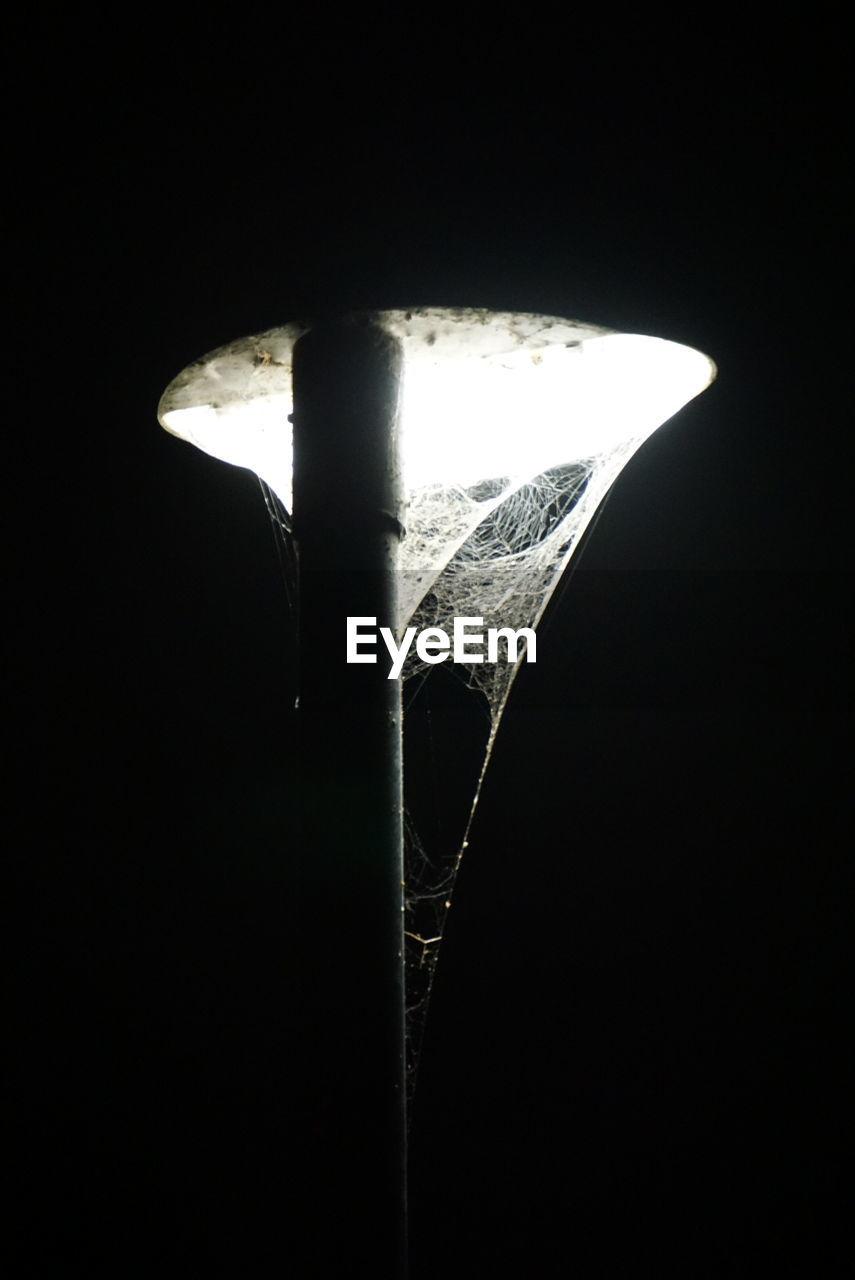 black background, dark, close-up, no people, studio shot, night, indoors