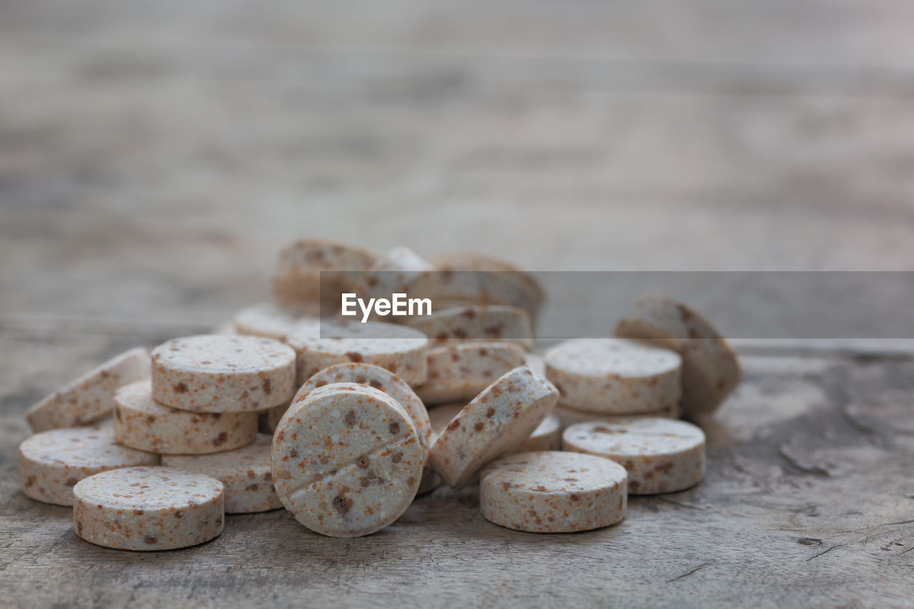 CLOSE-UP OF PEBBLE ON TABLE