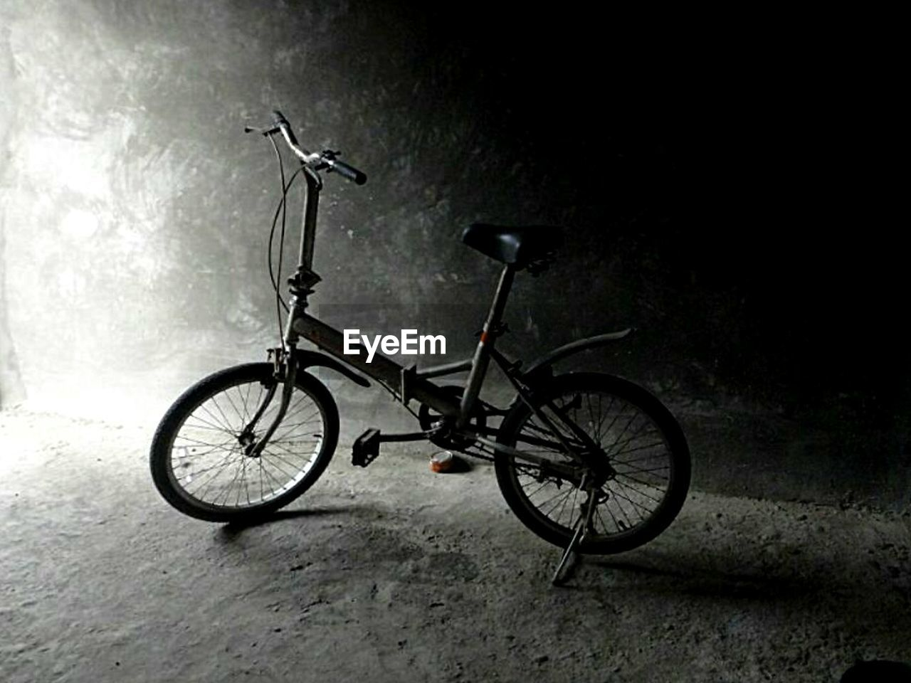 bicycle, transportation, mode of transport, land vehicle, stationary, no people, night, outdoors