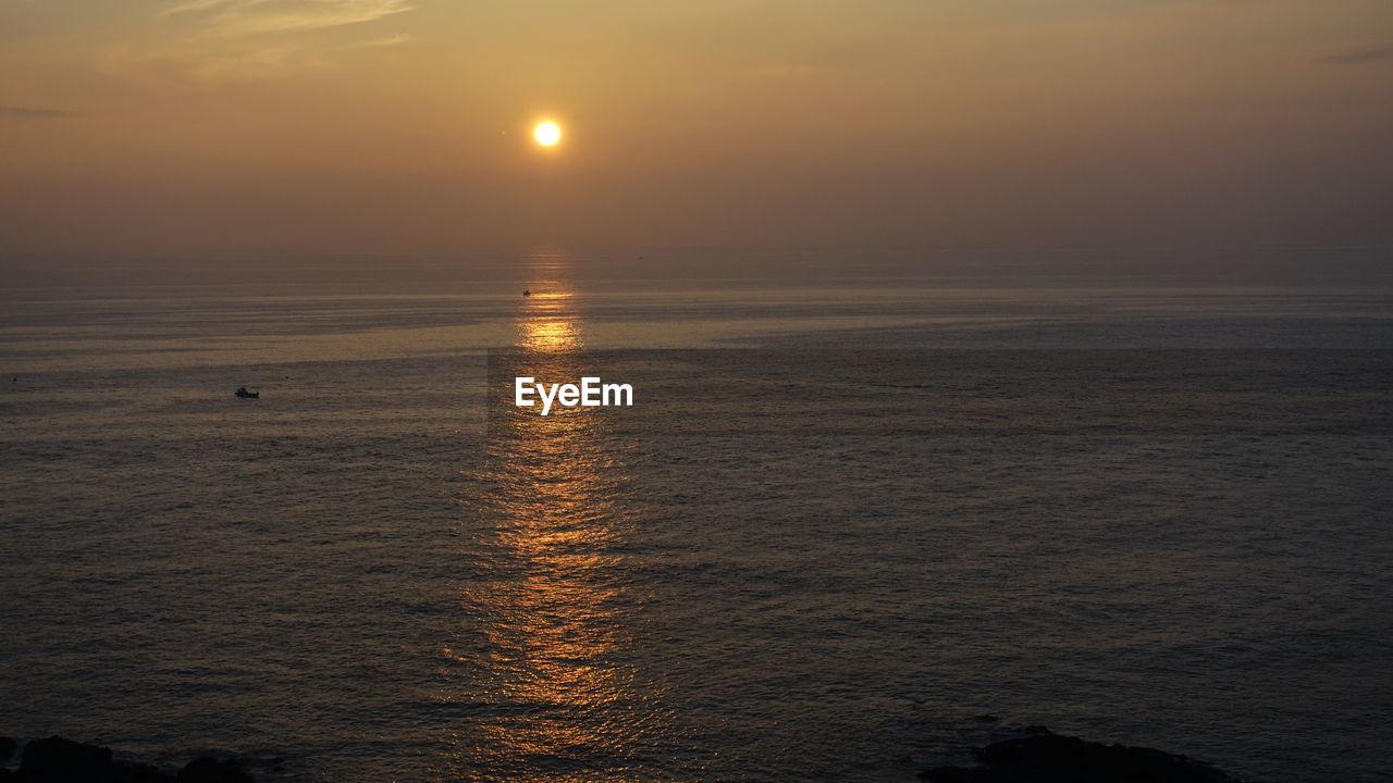 sky, water, sea, sunset, scenics - nature, beauty in nature, tranquility, tranquil scene, horizon over water, sun, horizon, waterfront, reflection, idyllic, nature, orange color, sunlight, non-urban scene, no people, outdoors