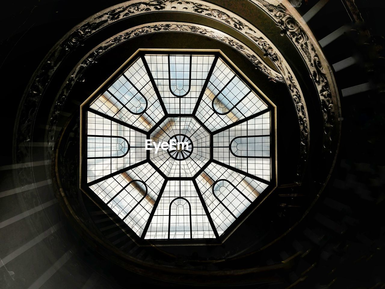 LOW ANGLE VIEW OF SKYLIGHT IN GLASS BUILDING