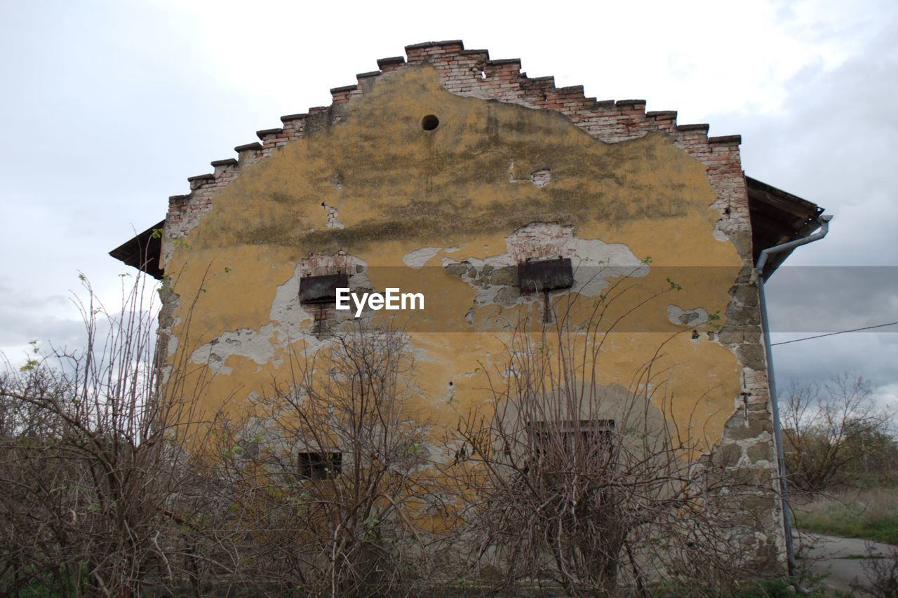 damaged, abandoned, no people, weathered, architecture, old ruin, run-down, outdoors, day, built structure, sky, bad condition, building exterior, nature, tree