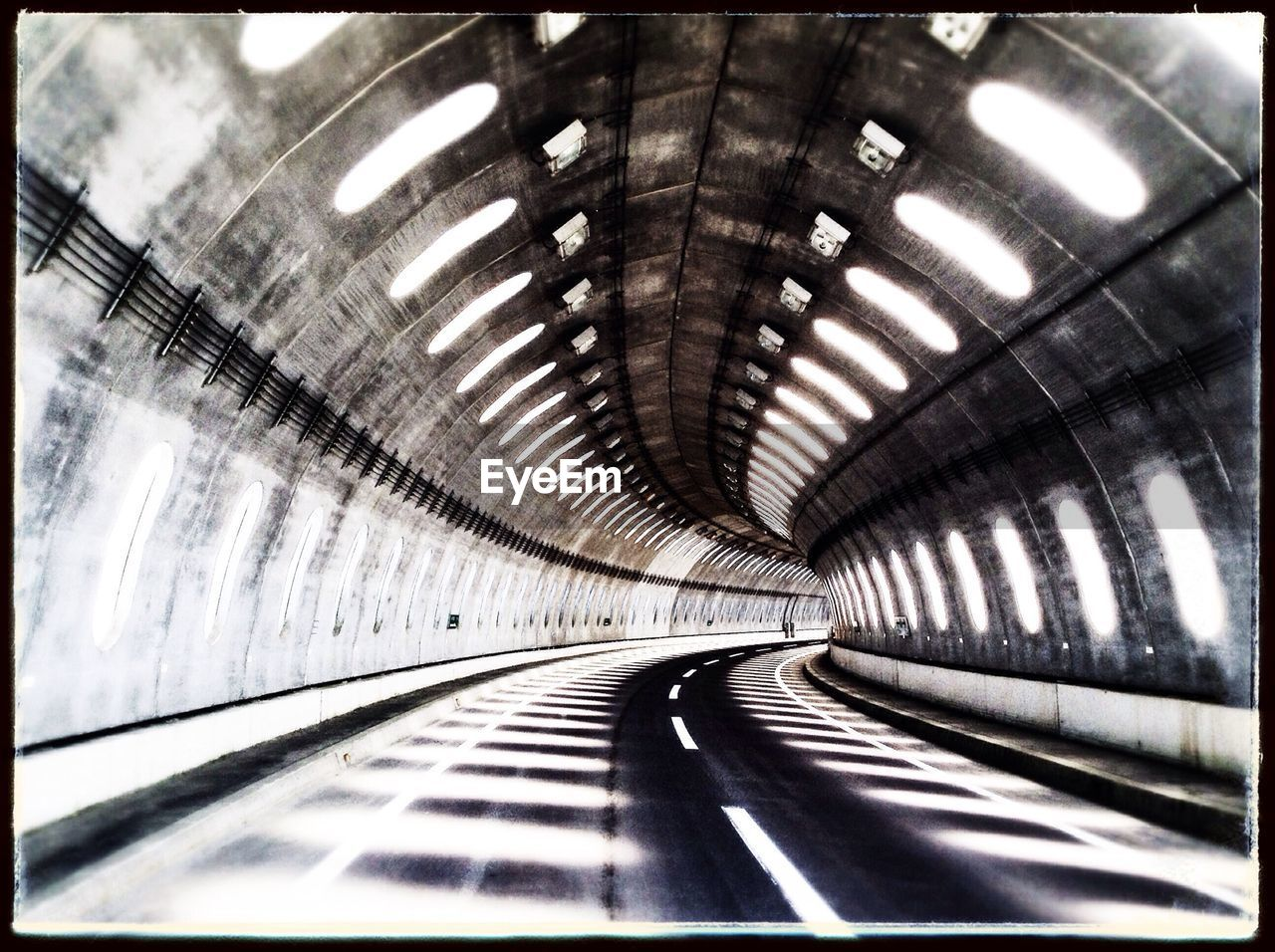 indoors, the way forward, transportation, ceiling, illuminated, empty, no people, tunnel, built structure, day, architecture