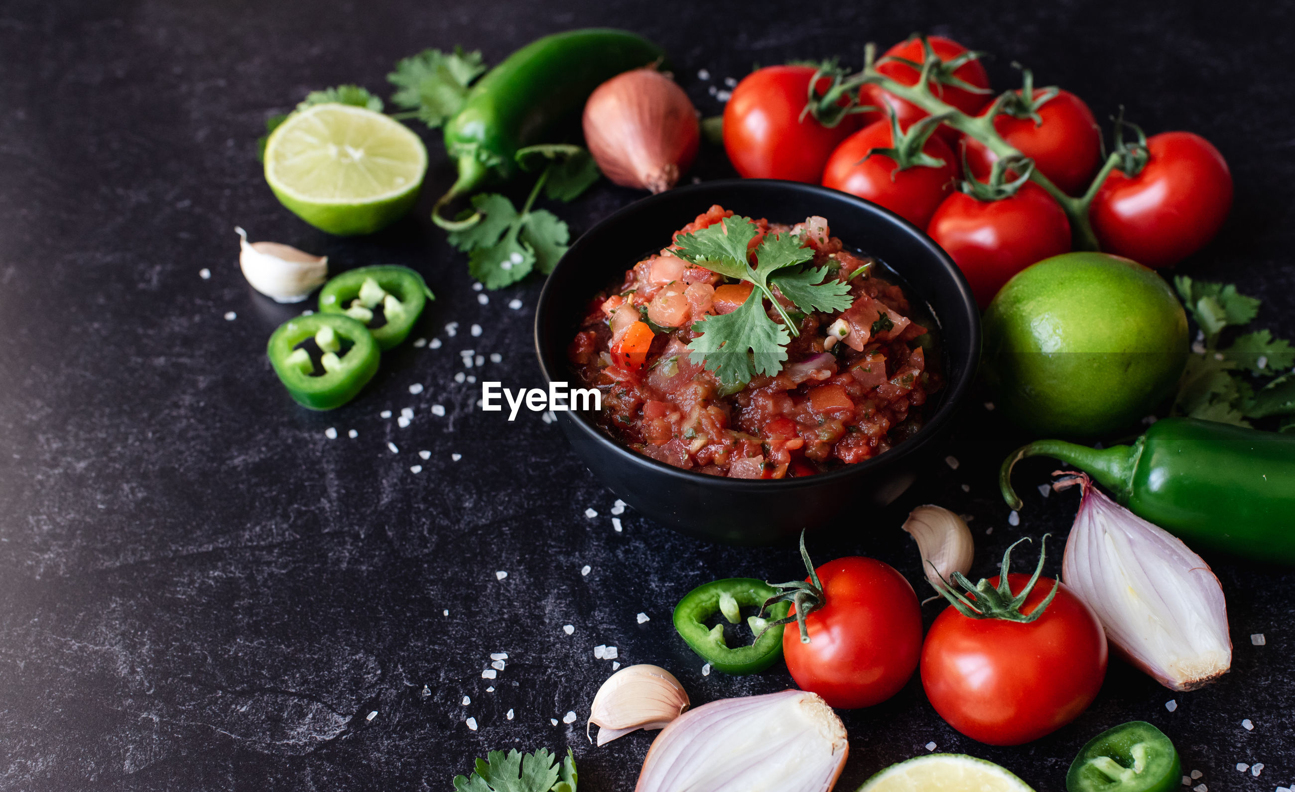 HIGH ANGLE VIEW OF TOMATOES AND VEGETABLES IN BOWL