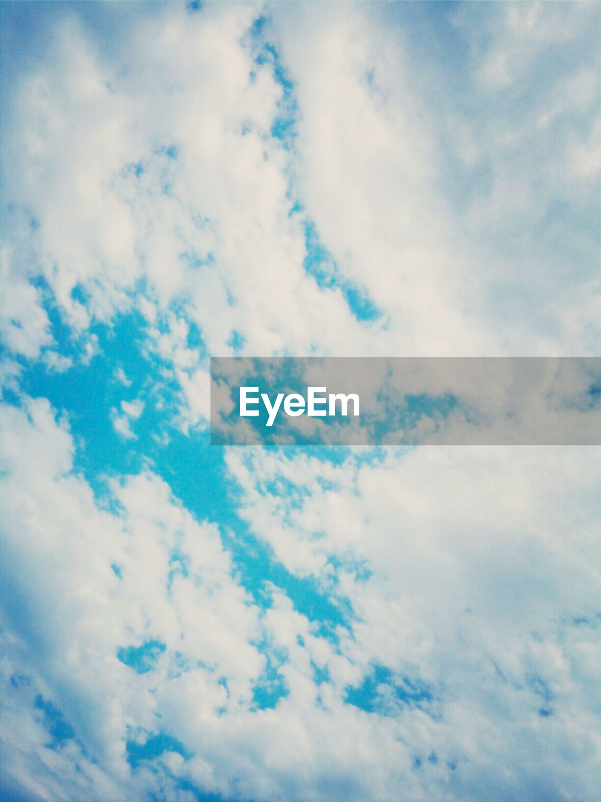 sky, cloud - sky, low angle view, sky only, beauty in nature, tranquility, backgrounds, scenics, nature, full frame, cloudy, cloudscape, tranquil scene, blue, white color, cloud, idyllic, day, fluffy, outdoors