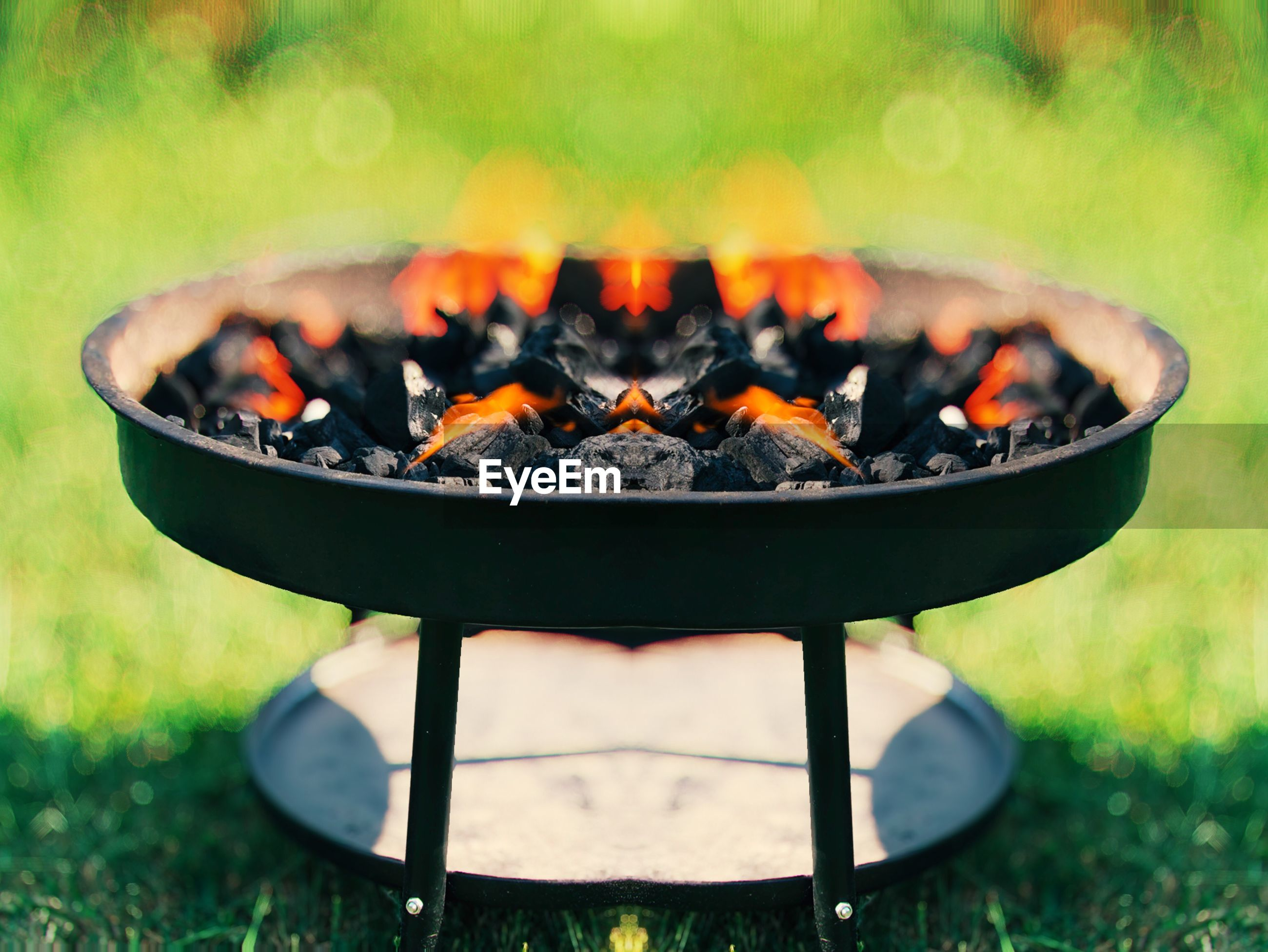 CLOSE-UP OF BARBECUE GRILL