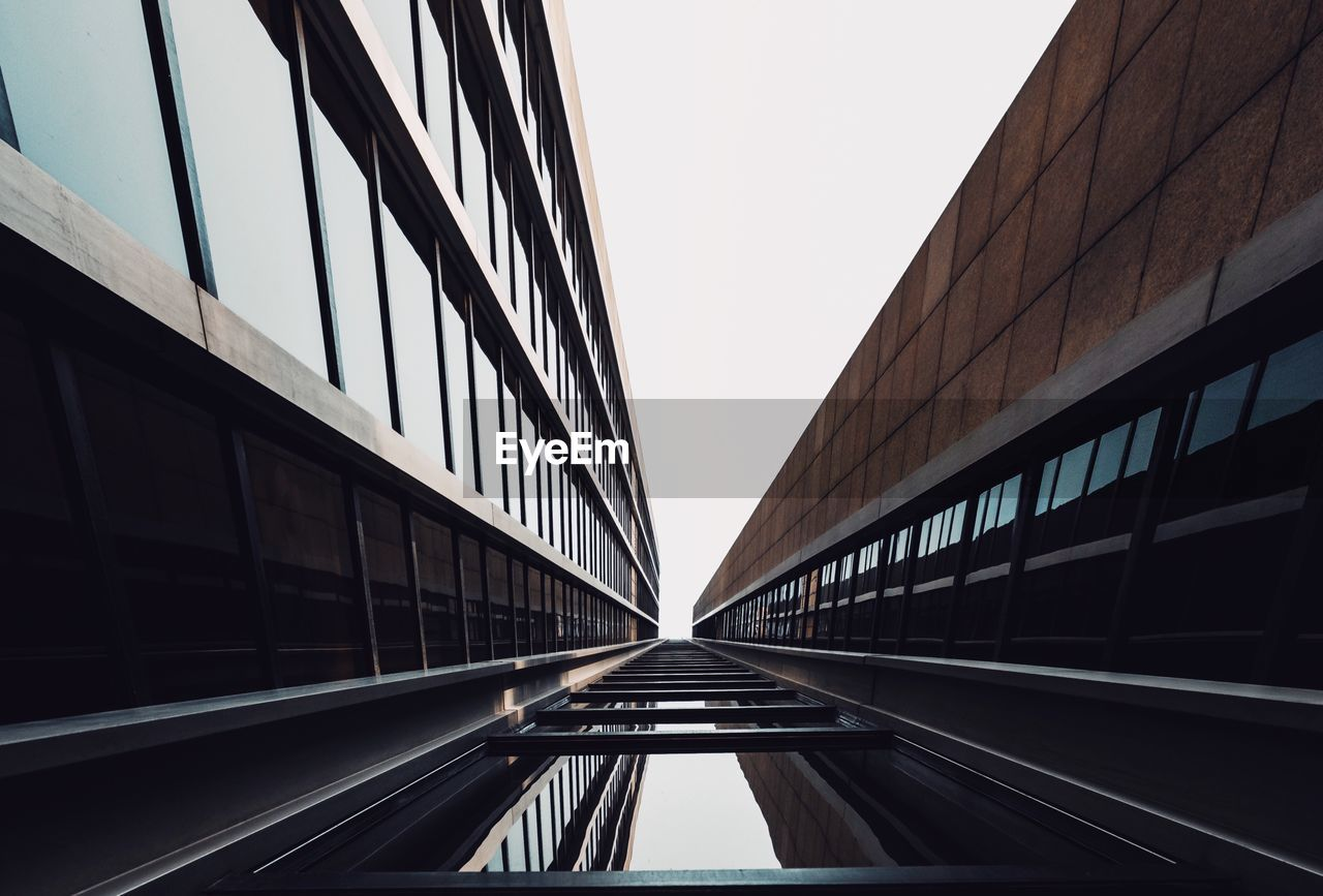 architecture, built structure, building exterior, sky, clear sky, no people, transportation, building, city, glass - material, day, reflection, nature, bridge, outdoors, modern, connection, bridge - man made structure, diminishing perspective, office, office building exterior