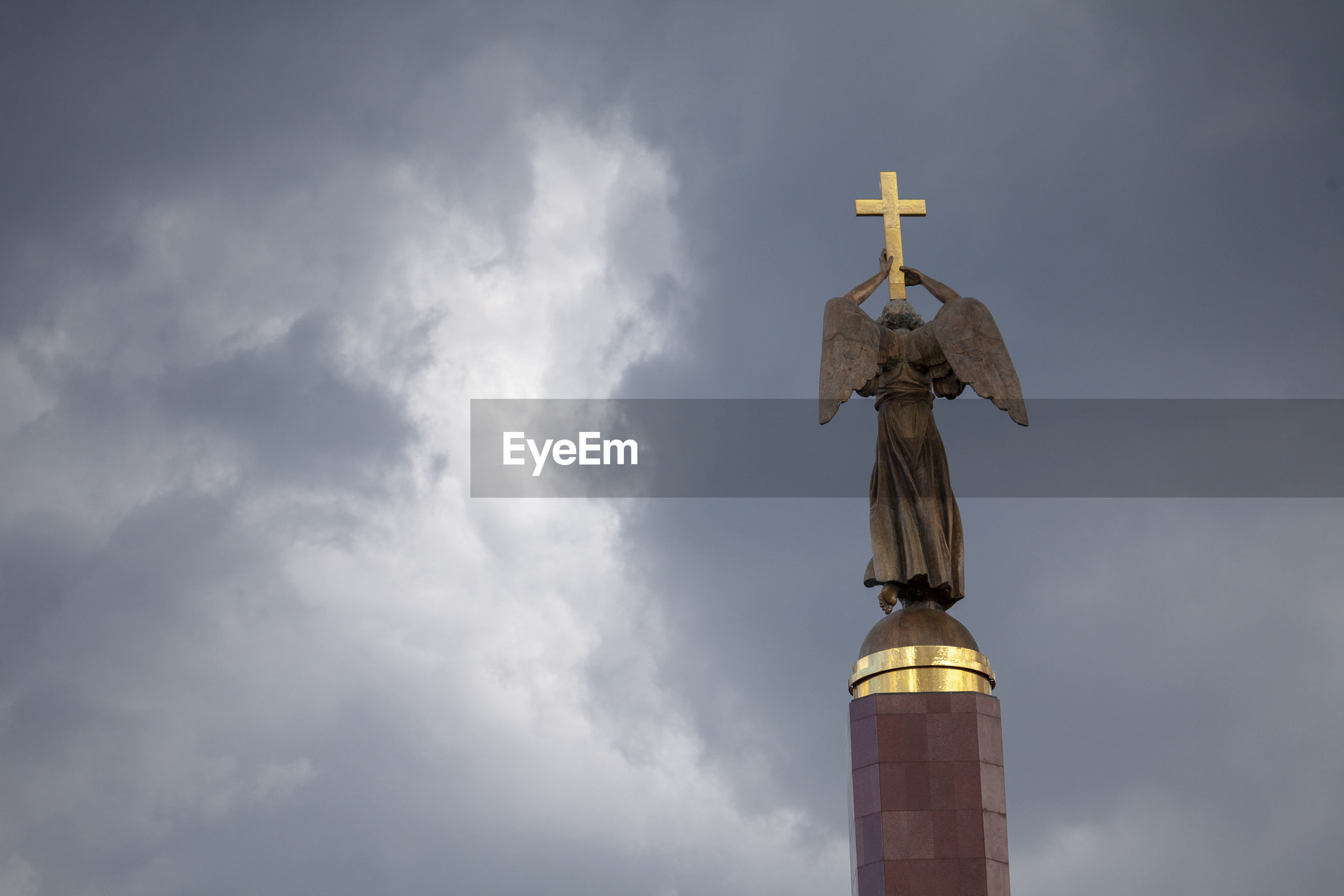 LOW ANGLE VIEW OF STATUE AGAINST CATHEDRAL AGAINST SKY