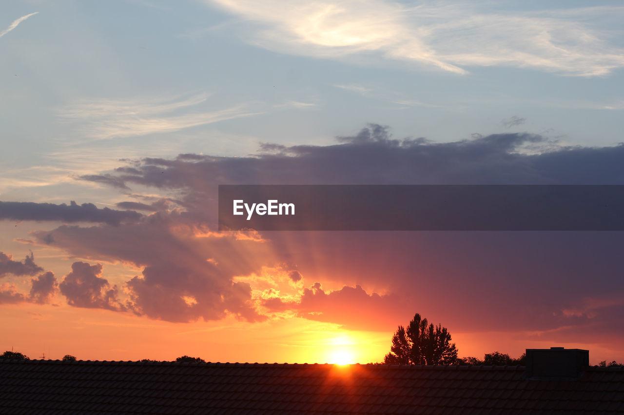 sunset, sky, cloud - sky, beauty in nature, orange color, silhouette, scenics - nature, nature, tranquility, architecture, tree, tranquil scene, no people, plant, idyllic, built structure, outdoors, sun, sunlight, landscape, romantic sky