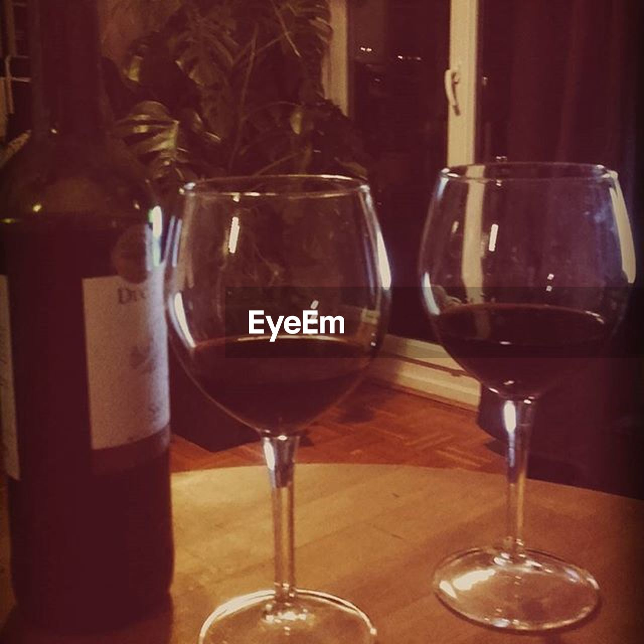 wine, wineglass, alcohol, red wine, drink, table, indoors, refreshment, food and drink, drinking glass, alcoholic drink, no people, close-up, freshness, day, wine cask, winetasting