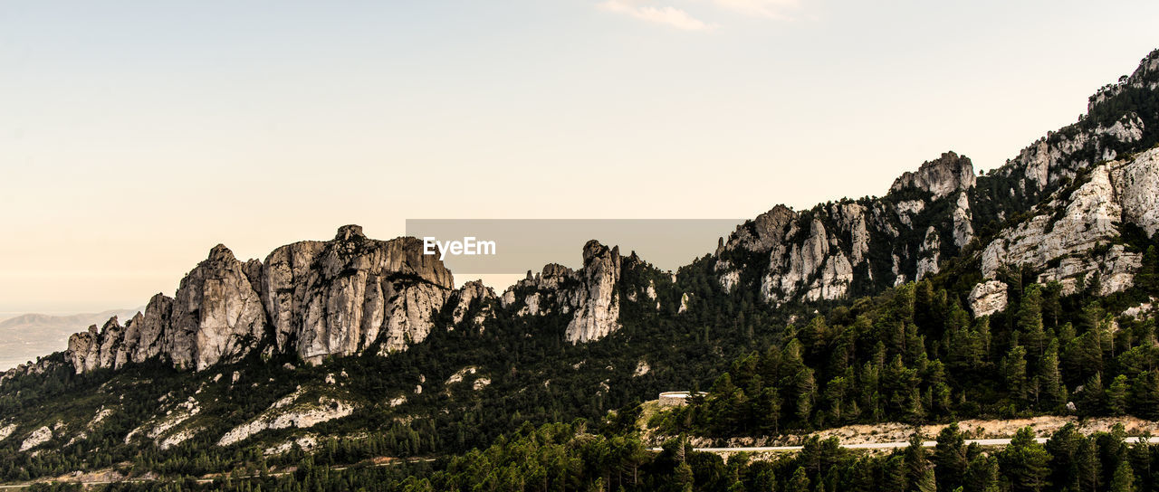 PANORAMIC VIEW OF ROCKS ON MOUNTAIN AGAINST SKY