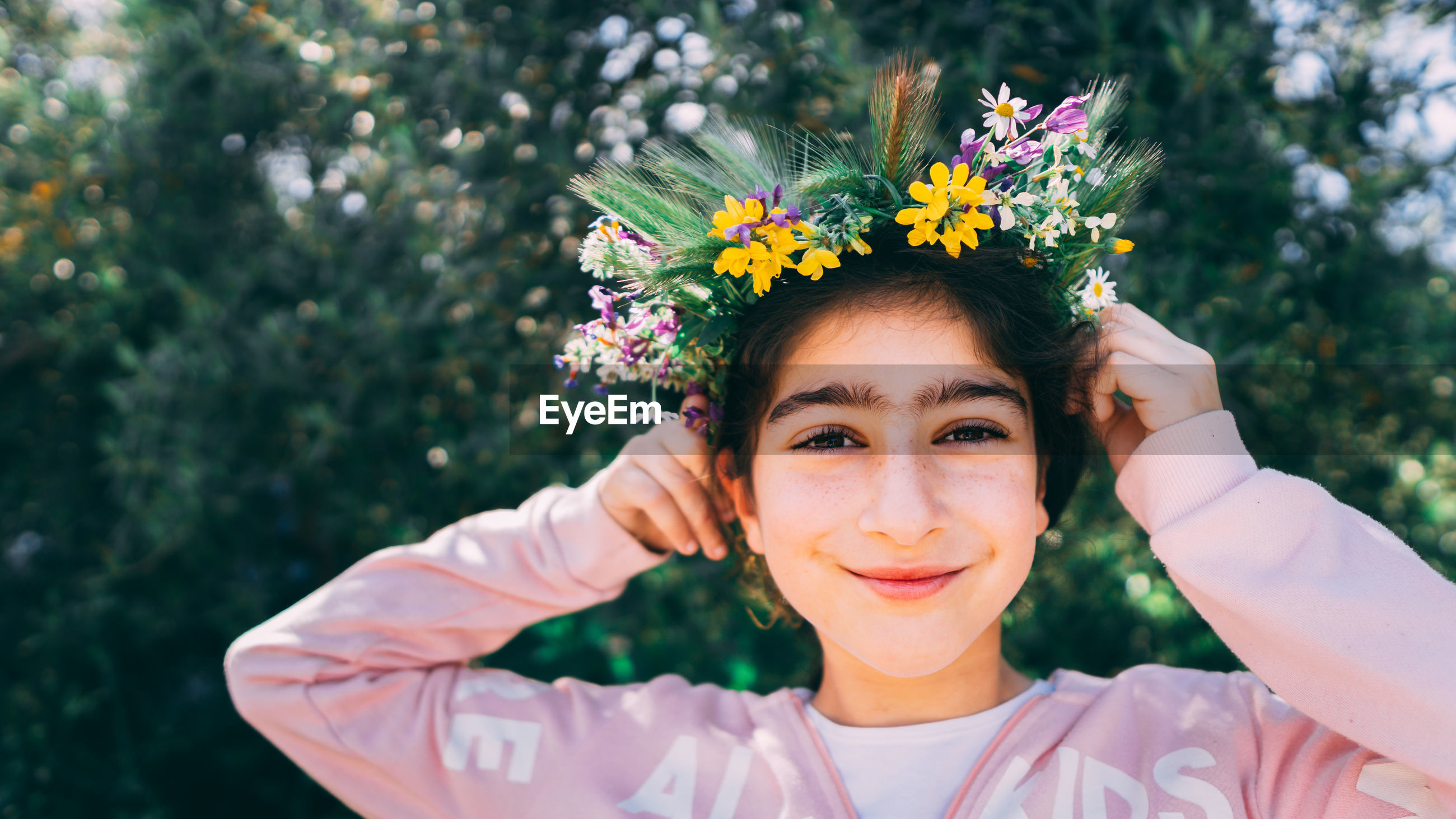 Portrait of smiling girl wearing tiara