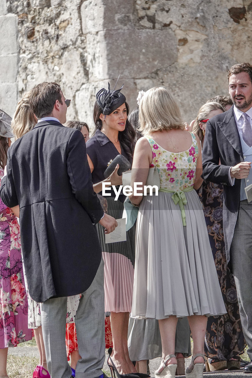 group of people, women, standing, adult, architecture, togetherness, people, real people, lifestyles, day, men, leisure activity, emotion, well-dressed, friendship, clothing, crowd, females, fashion, outdoors, positive emotion