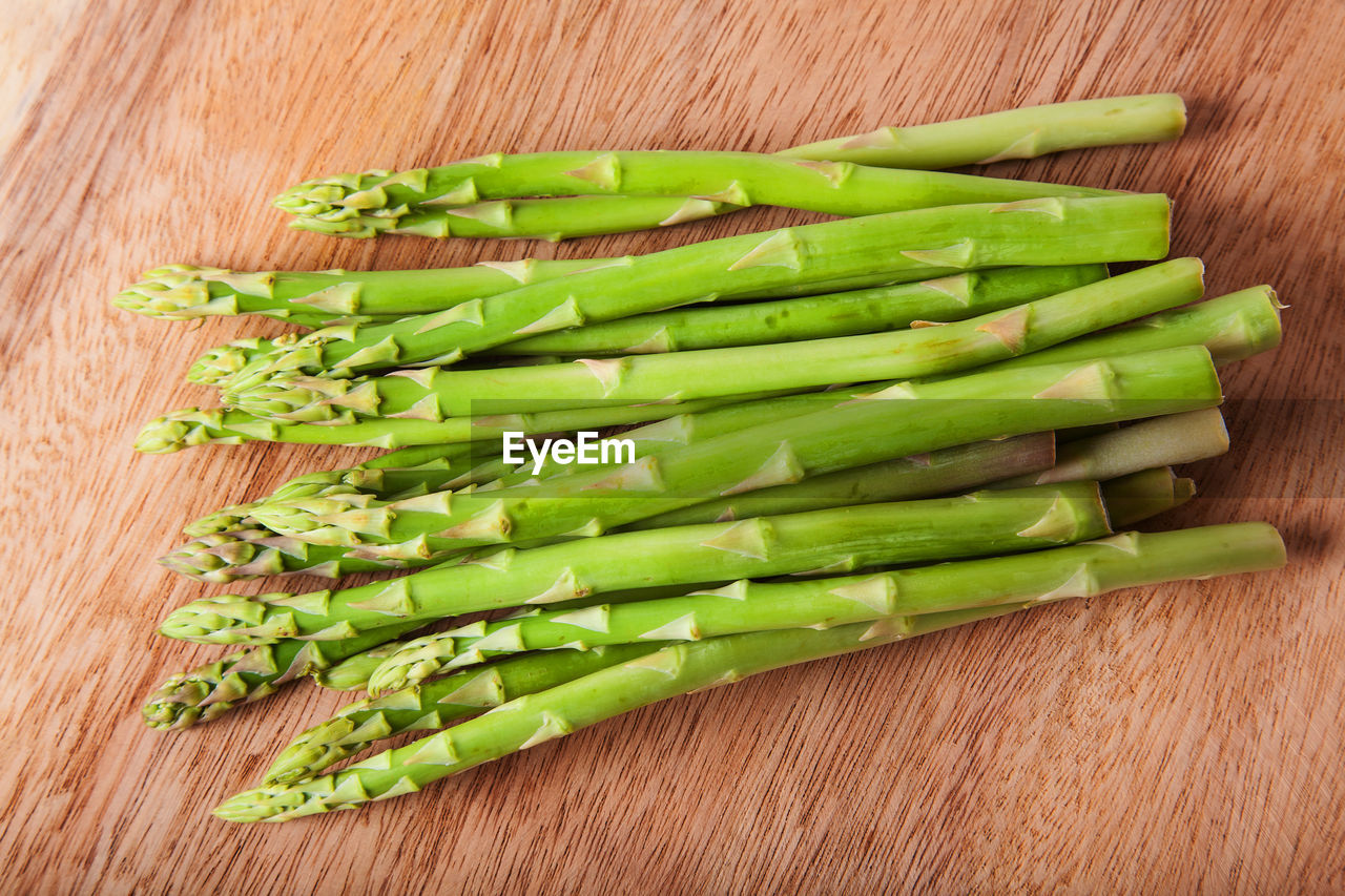 food and drink, food, healthy eating, green color, vegetable, wellbeing, freshness, wood - material, indoors, asparagus, raw food, no people, studio shot, still life, close-up, directly above, table, large group of objects, high angle view, bean, wood grain, dieting, chopped