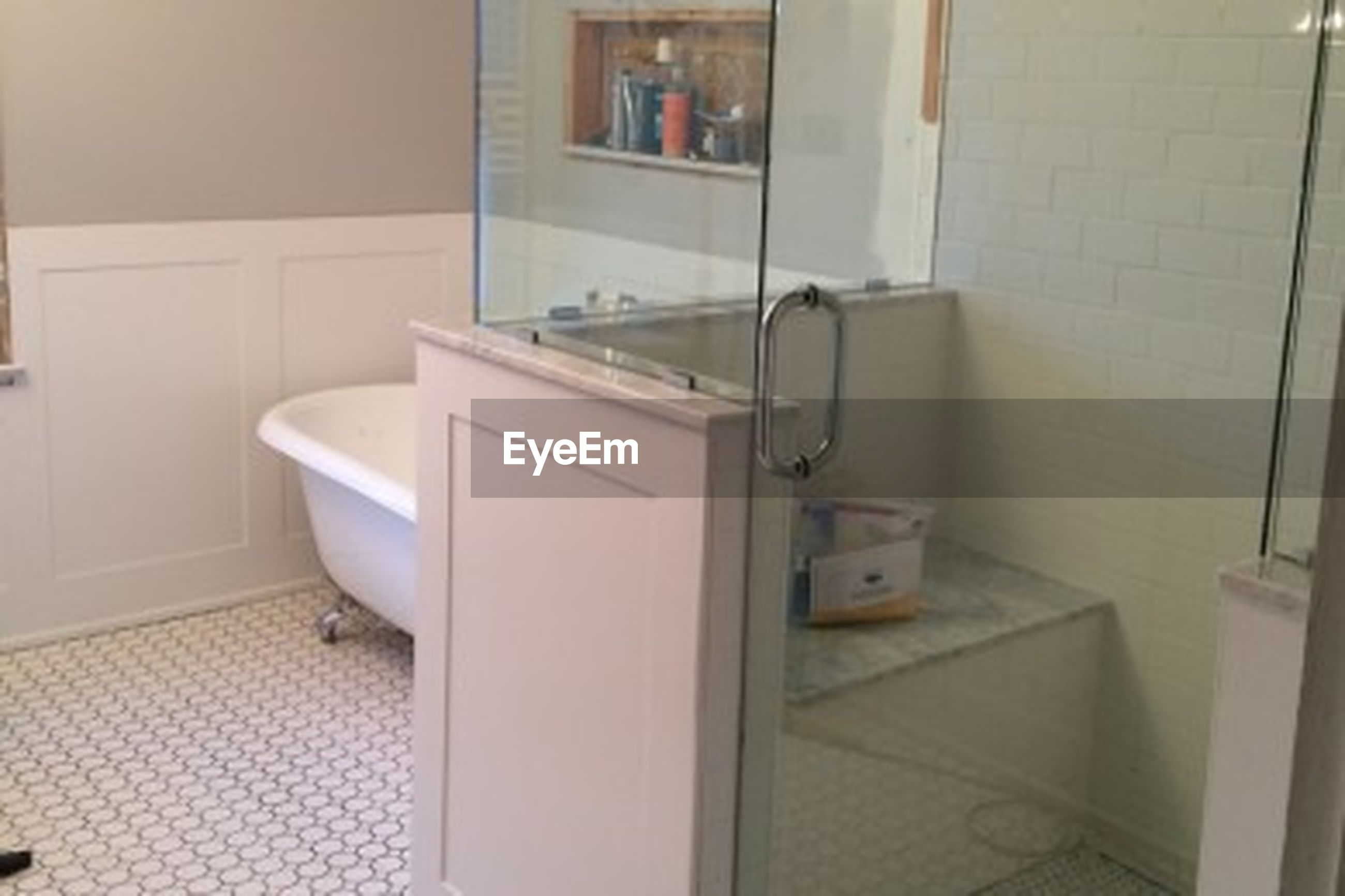 domestic room, domestic bathroom, bathroom, faucet, modern, tiled floor, luxury, home interior, no people, indoors, bathroom sink, day