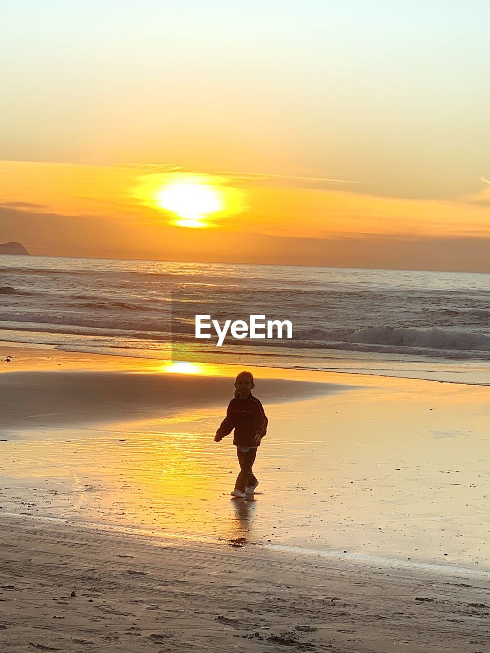 sunset, beach, water, sea, sky, land, horizon over water, horizon, beauty in nature, real people, orange color, scenics - nature, leisure activity, lifestyles, one person, sand, standing, nature, idyllic