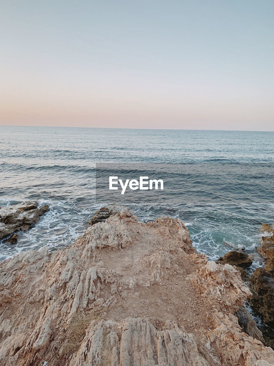 sea, sky, horizon over water, horizon, water, scenics - nature, beauty in nature, land, beach, tranquility, tranquil scene, no people, nature, idyllic, clear sky, motion, rock, sunset, copy space, outdoors