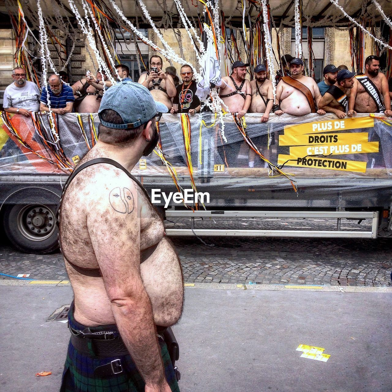 men, real people, occupation, transportation, large group of people, outdoors, day, city, working, adult, people, adults only