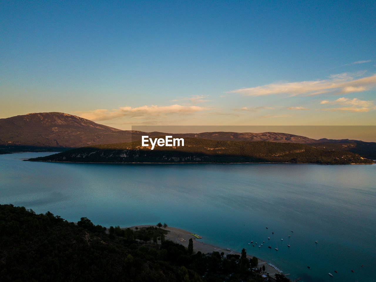 sky, water, scenics - nature, beauty in nature, mountain, tranquil scene, tranquility, nature, blue, no people, cloud - sky, idyllic, lake, copy space, non-urban scene, mountain range, beach, land, outdoors, bay