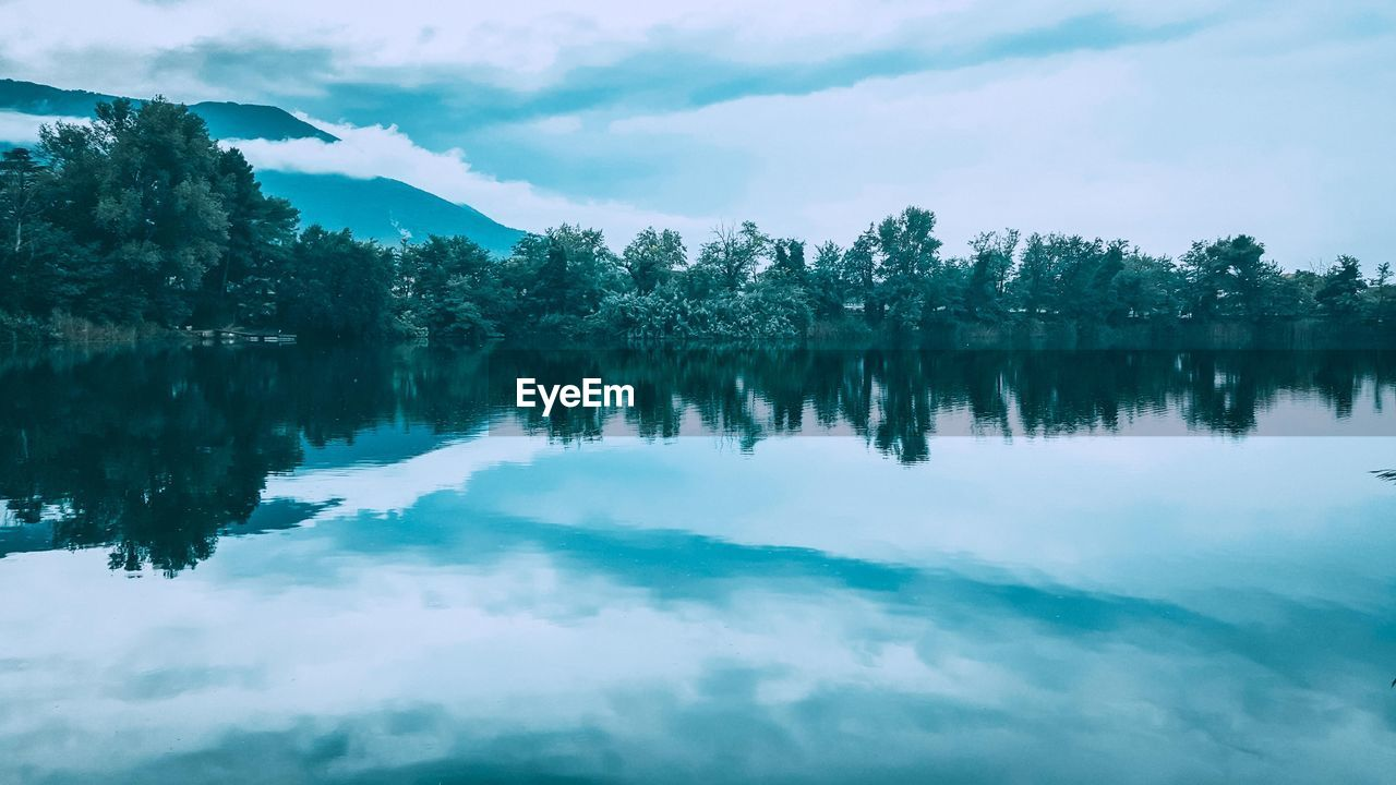 reflection, water, tree, tranquility, tranquil scene, beauty in nature, lake, sky, scenics - nature, cloud - sky, plant, waterfront, no people, day, nature, non-urban scene, idyllic, symmetry, outdoors, reflection lake