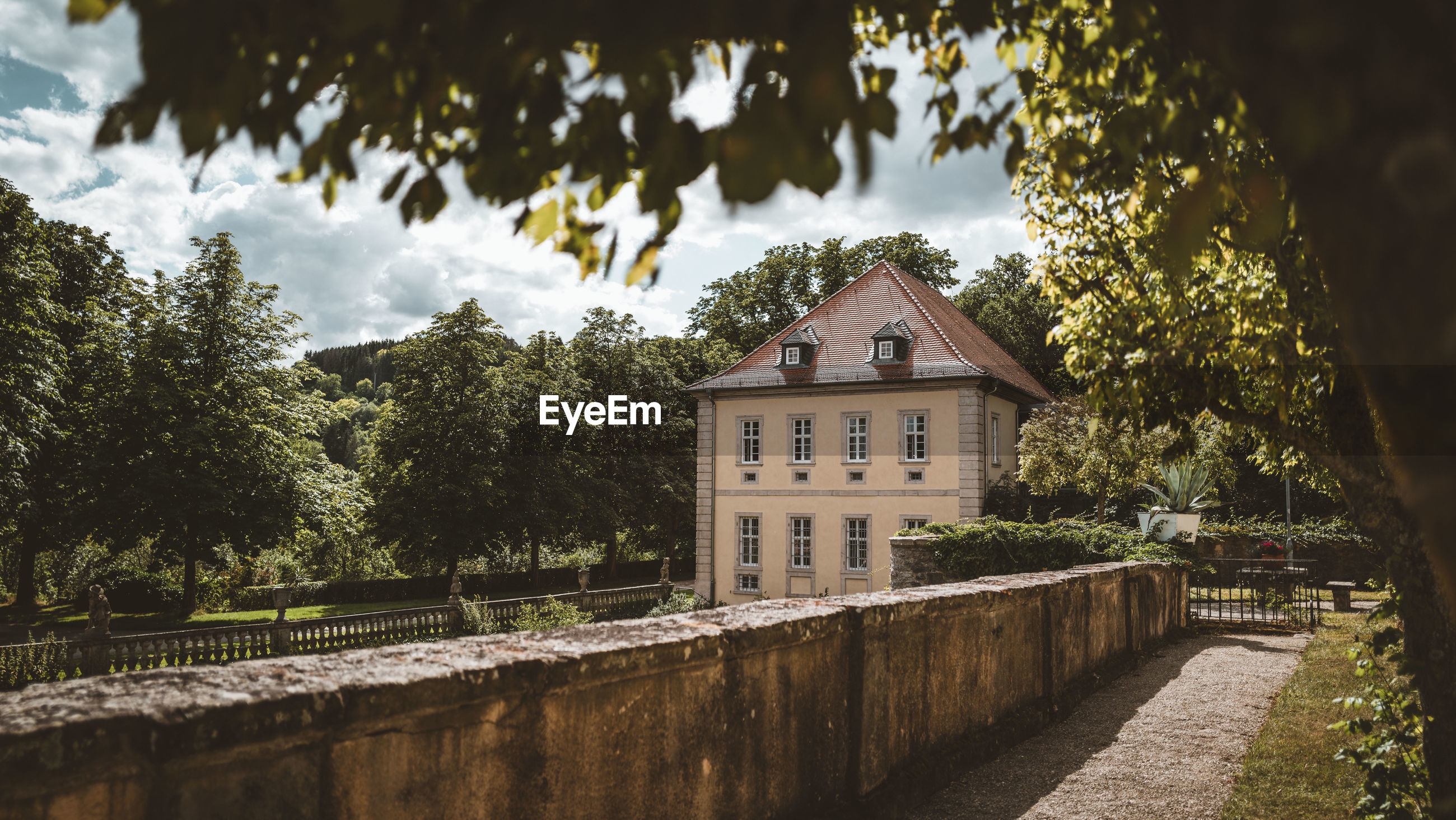 architecture, built structure, tree, building exterior, plant, building, house, nature, autumn, no people, residential district, château, sky, cloud, reflection, mansion, rural area, outdoors, home, estate, sunlight, day, history, water, waterway, the past, city