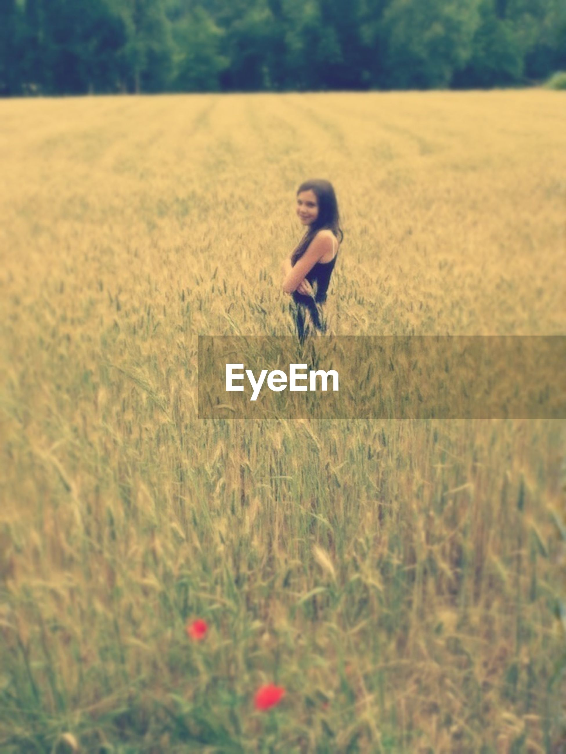 grass, field, lifestyles, leisure activity, full length, focus on foreground, grassy, selective focus, childhood, casual clothing, nature, side view, outdoors, mid-air, plant, day, person, growth