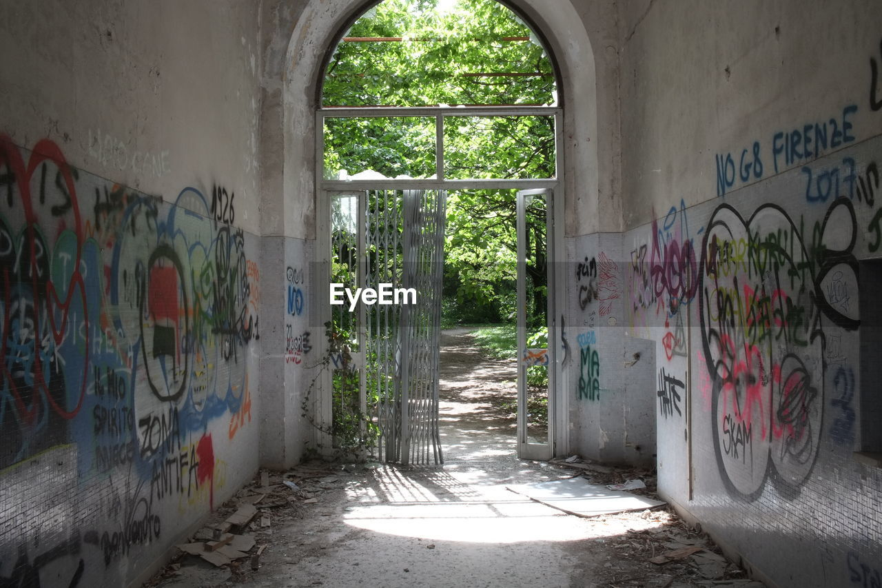 graffiti, architecture, built structure, wall - building feature, building, day, no people, abandoned, art and craft, indoors, creativity, text, street art, wall, nature, sunlight, communication, messy