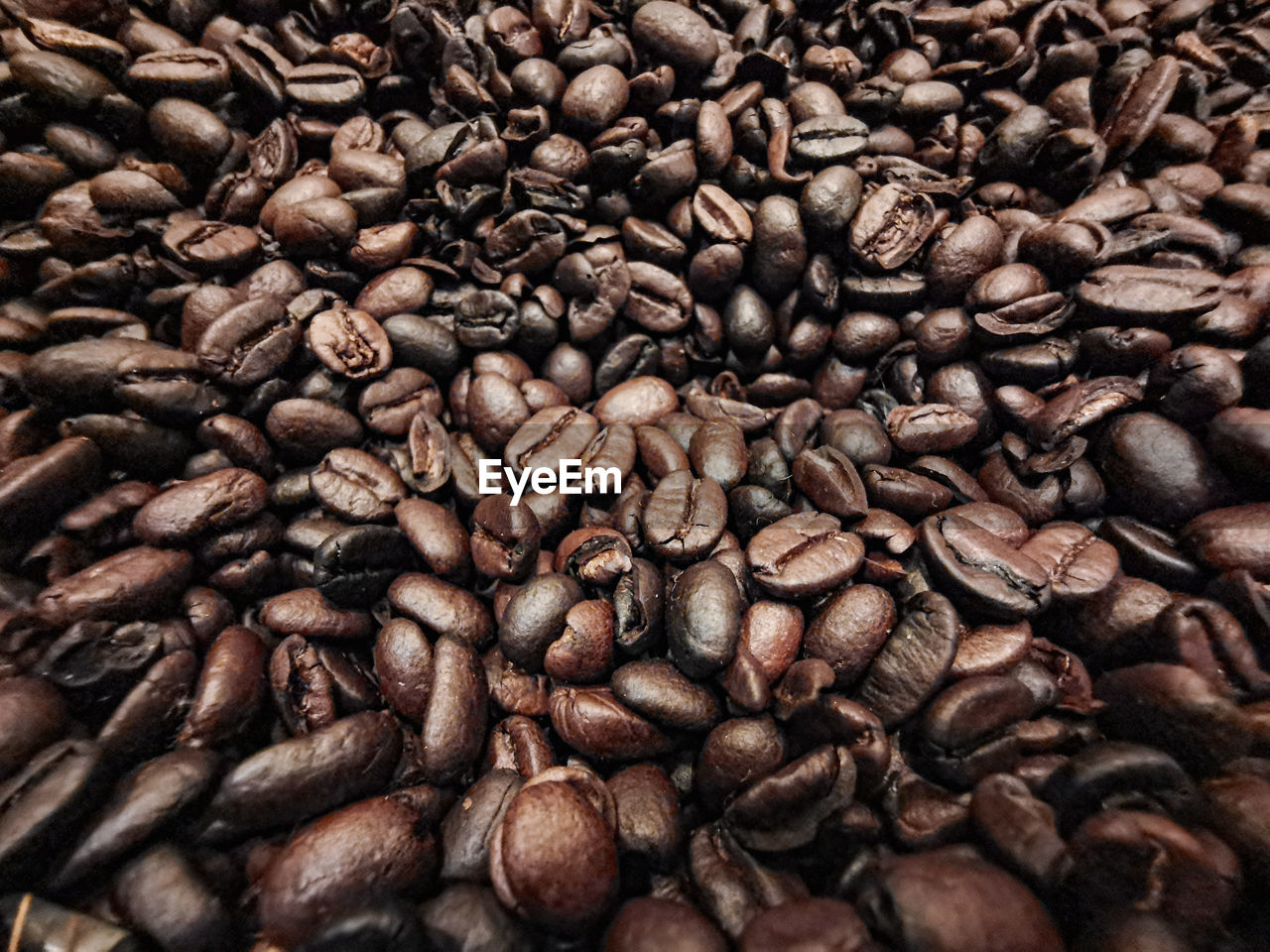 FULL FRAME SHOT OF COFFEE BEANS IN BACKGROUND