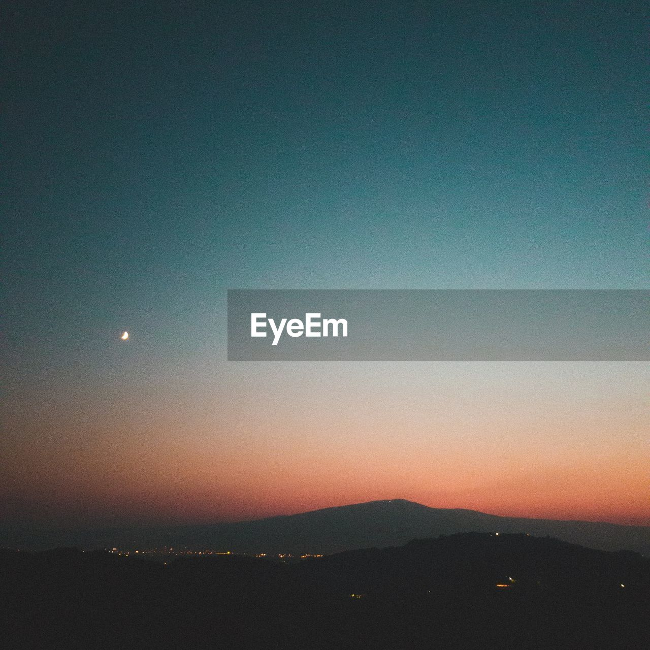 sky, scenics - nature, moon, beauty in nature, tranquil scene, tranquility, sunset, nature, night, no people, copy space, silhouette, mountain, idyllic, landscape, environment, outdoors, clear sky, dusk, orange color