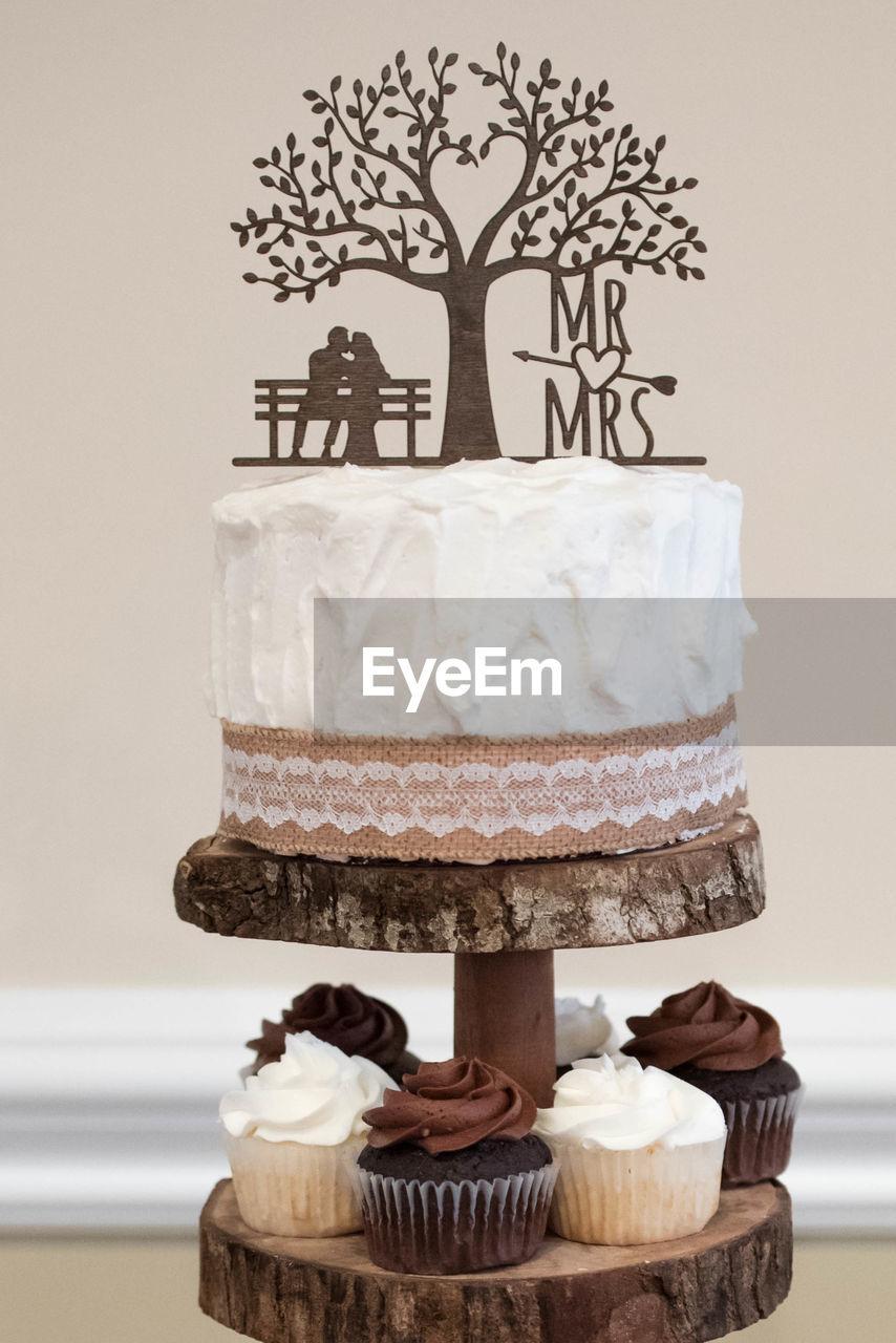cake, sweet food, dessert, baked, sweet, indulgence, food and drink, food, indoors, temptation, unhealthy eating, still life, wedding cake, freshness, no people, cakestand, celebration, decoration, table, event, chocolate cake, snack