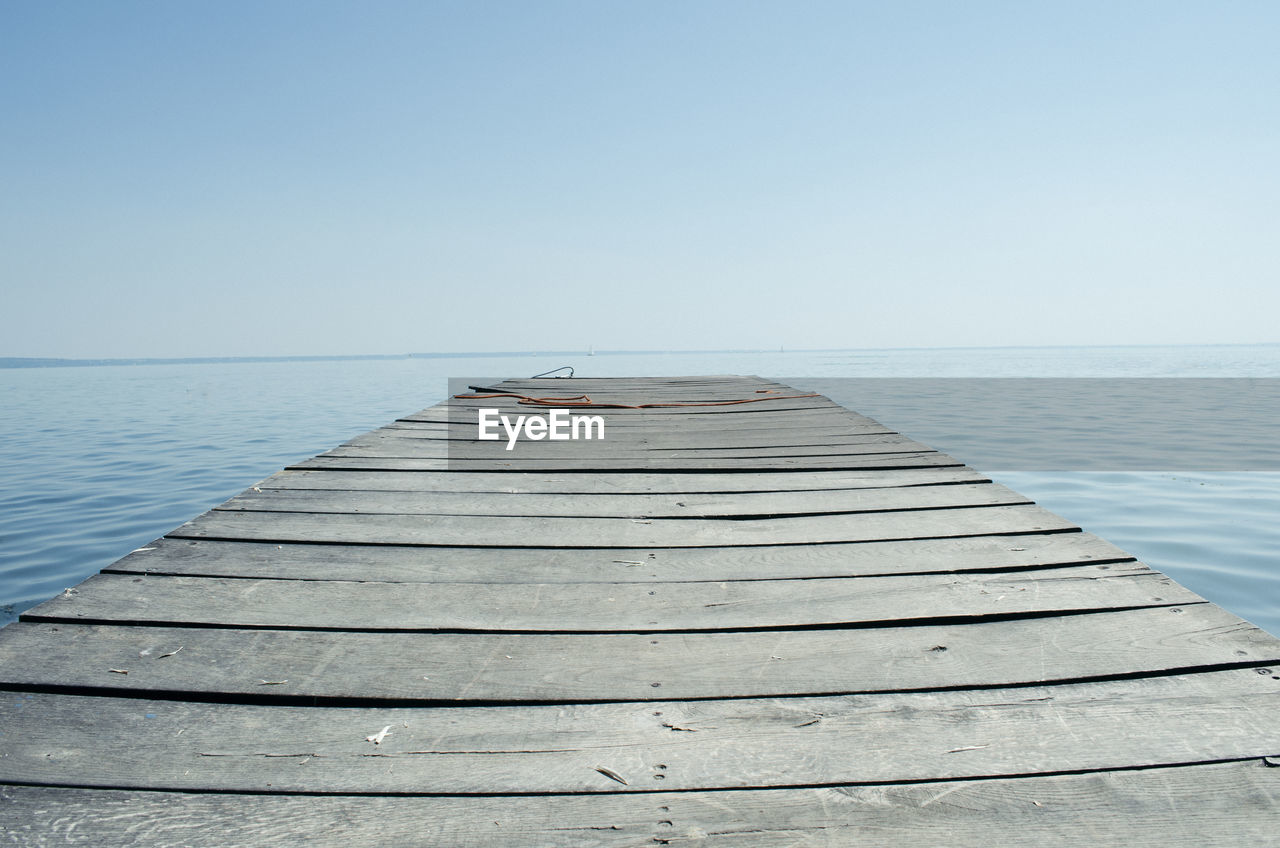 SURFACE LEVEL OF PIER ON SEA