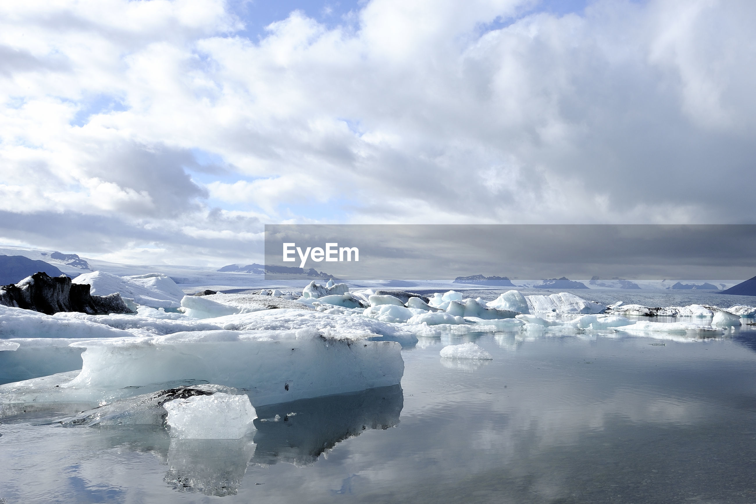 SCENIC VIEW OF ICEBERGS AGAINST SKY