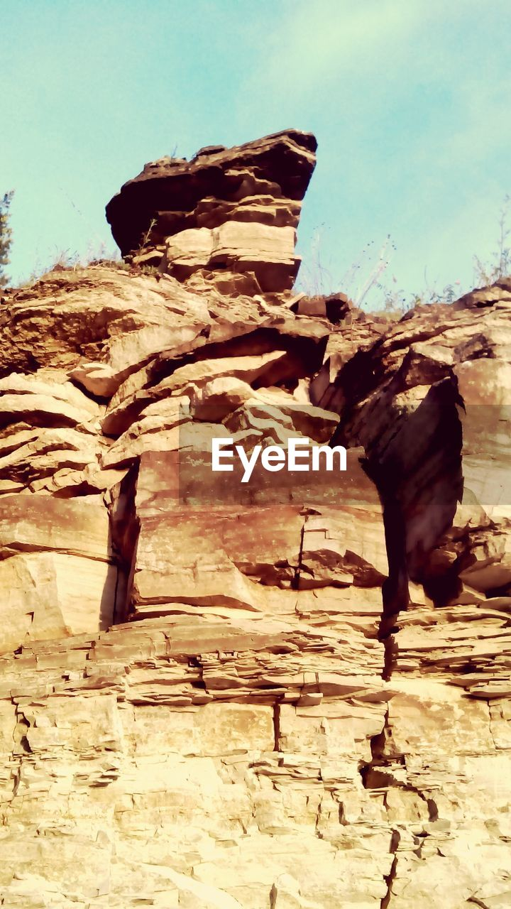 geology, nature, physical geography, rock formation, rock - object, no people, tranquility, tranquil scene, arid climate, day, outdoors, textured, low angle view, beauty in nature, landscape, sunlight, desert, rock hoodoo, travel destinations, scenics, tree, dead tree, sky
