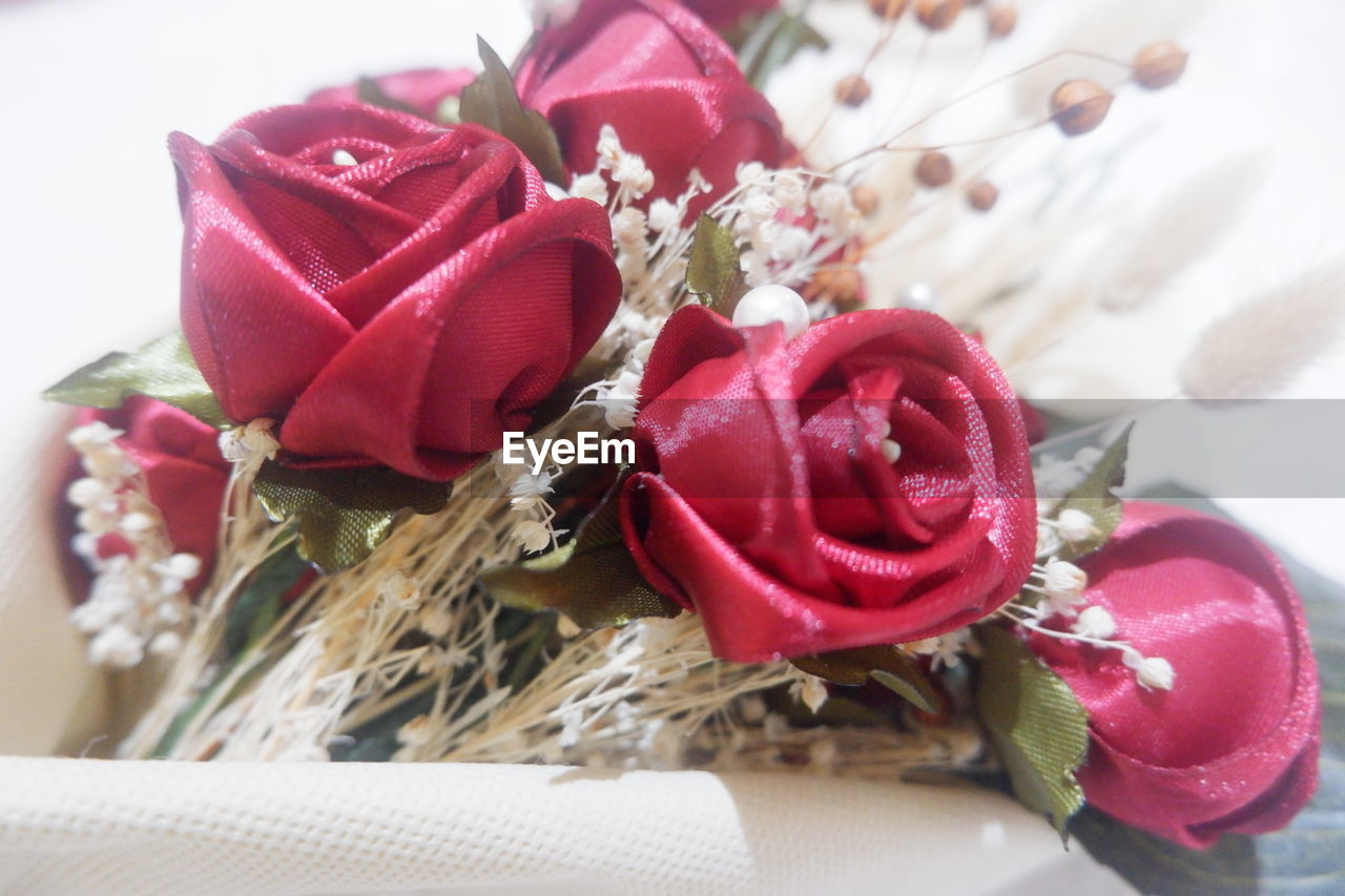 flower, flowering plant, plant, beauty in nature, freshness, close-up, rose, rose - flower, indoors, nature, petal, red, no people, flower head, decoration, still life, flower arrangement, inflorescence, focus on foreground, pink color, bouquet