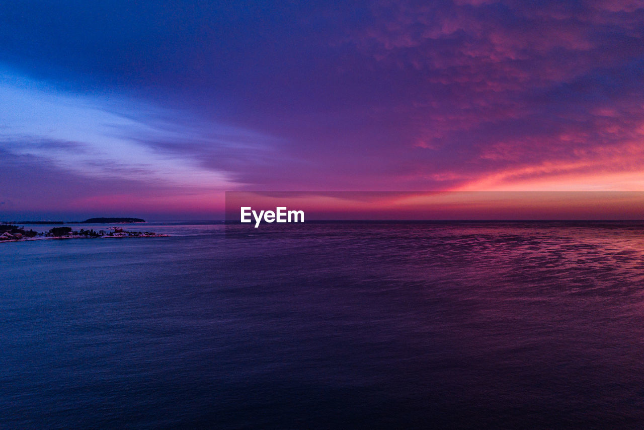 sea, scenics, beauty in nature, horizon over water, sunset, water, tranquil scene, nature, tranquility, sky, idyllic, no people, outdoors, beach, day