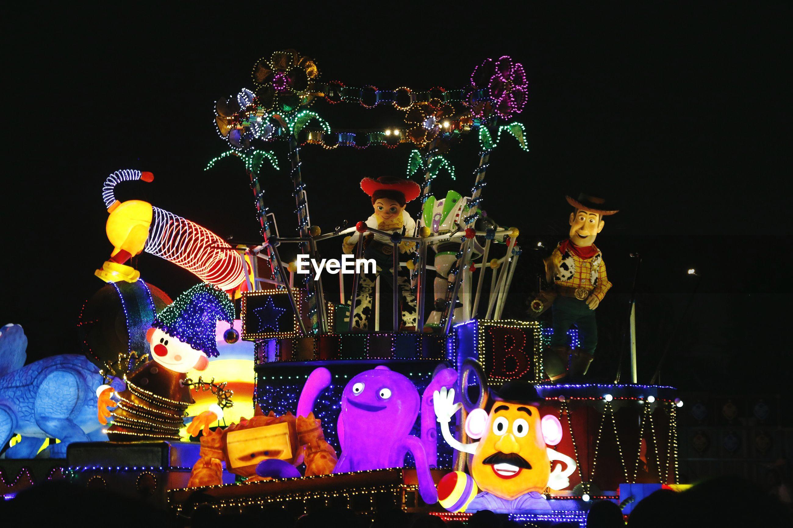 ILLUMINATED CHRISTMAS LIGHTS AT AMUSEMENT PARK RIDE