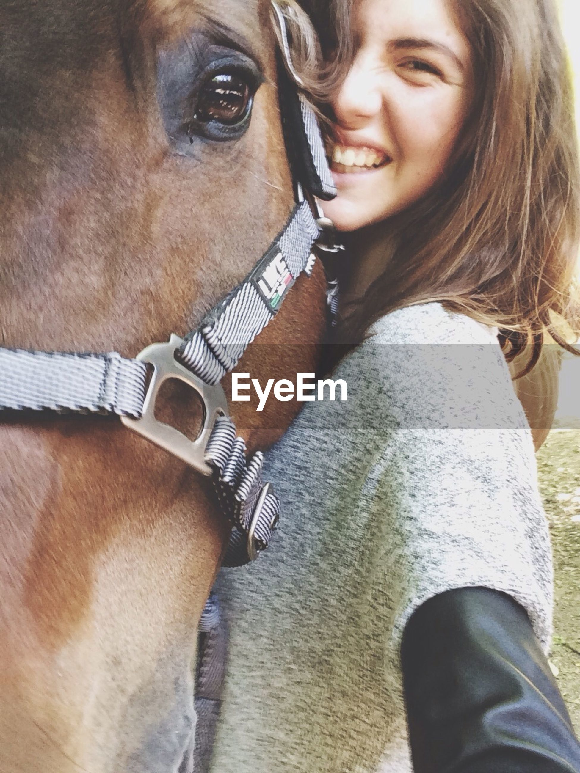 lifestyles, young adult, young women, leisure activity, person, portrait, close-up, domestic animals, headshot, mammal, casual clothing, animal themes, looking at camera, long hair, front view, one animal, focus on foreground