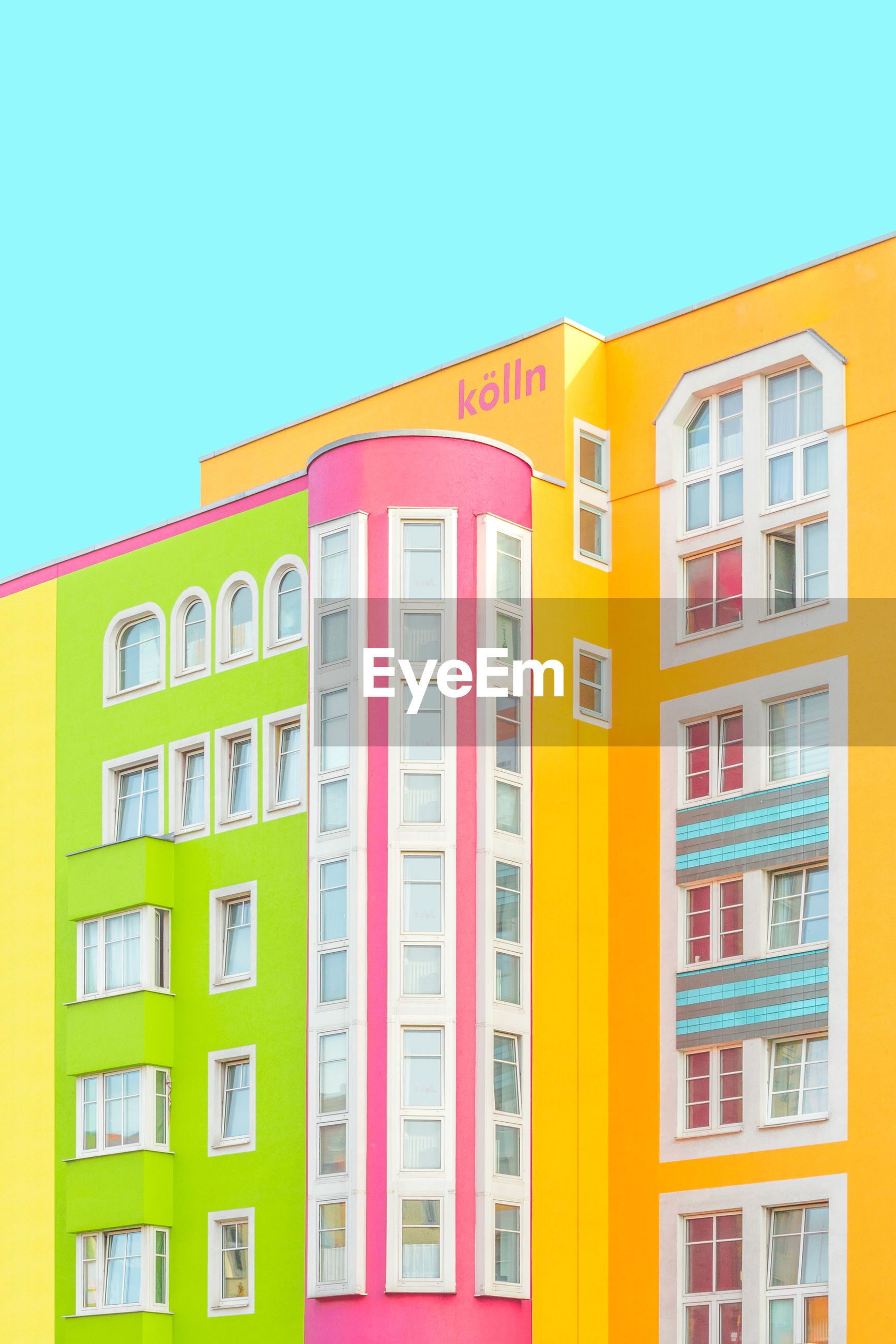building exterior, window, multi colored, architecture, built structure, yellow, copy space, clear sky, no people, green color, residential building, outdoors, day, sky