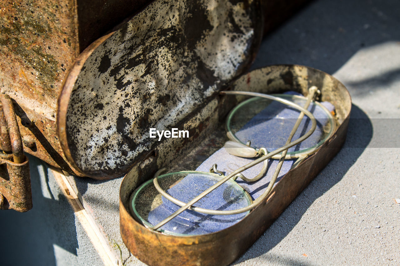 sunlight, close-up, nature, no people, metal, high angle view, still life, day, shadow, outdoors, old, focus on foreground, rusty, shoe, selective focus, water, food and drink, damaged, container