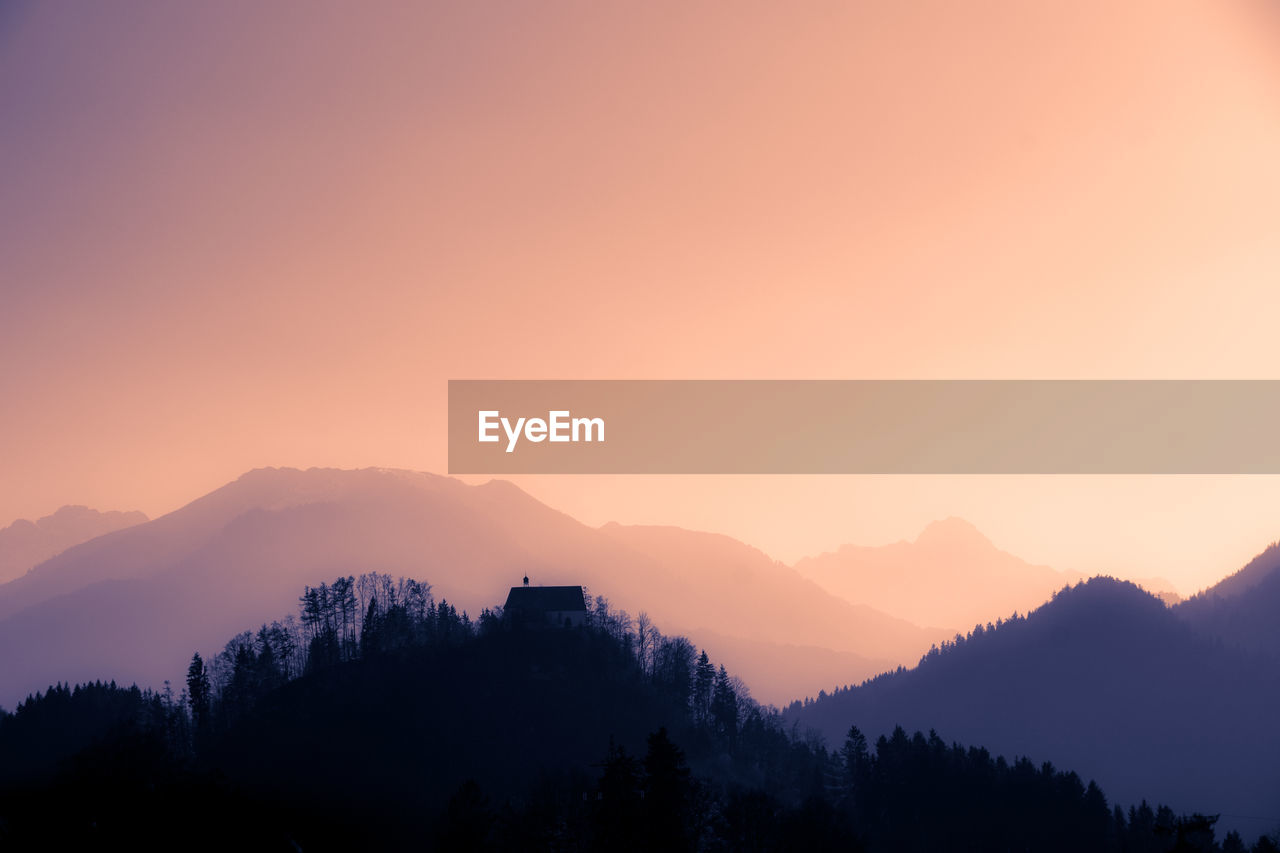 silhouette, sunset, nature, scenics, mountain, tranquil scene, beauty in nature, tree, tranquility, copy space, no people, mountain range, outdoors, sky, landscape, clear sky, day