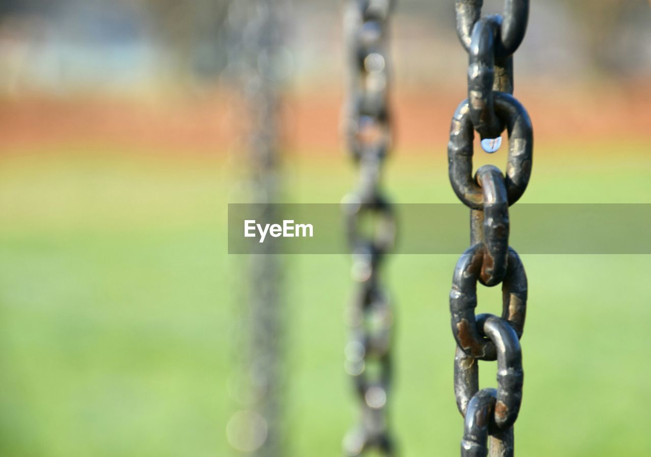 metal, chain, focus on foreground, strength, close-up, no people, outdoors, day
