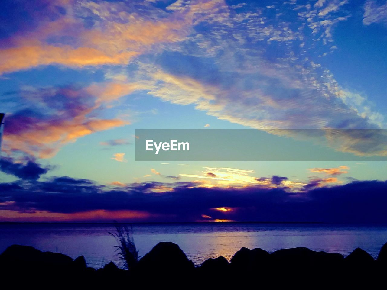 scenics, sky, beauty in nature, sunset, tranquility, tranquil scene, silhouette, nature, cloud - sky, water, sea, no people, outdoors, horizon over water, day
