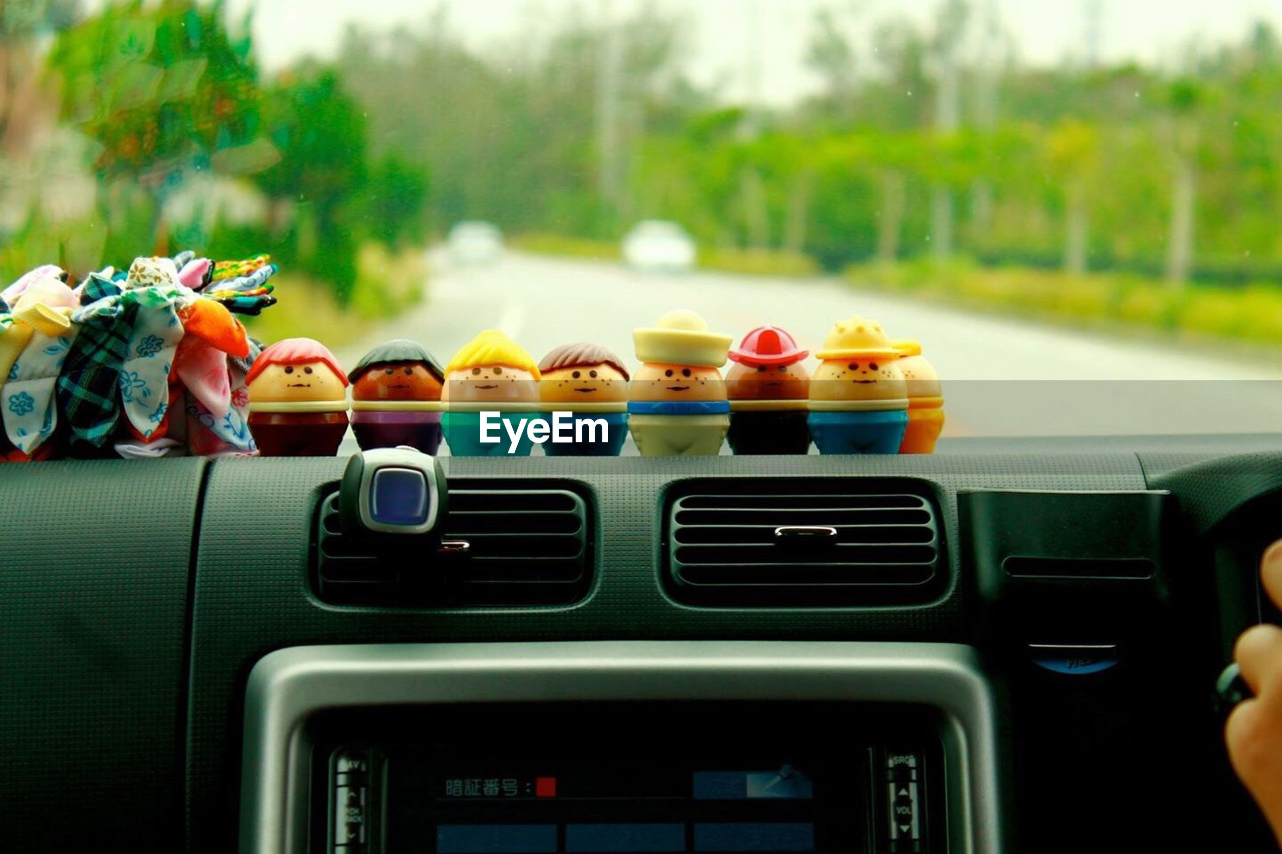 focus on foreground, transportation, car, land vehicle, mode of transport, part of, close-up, incidental people, cropped, leisure activity, person, selective focus, lifestyles, day, tree, unrecognizable person, vehicle interior
