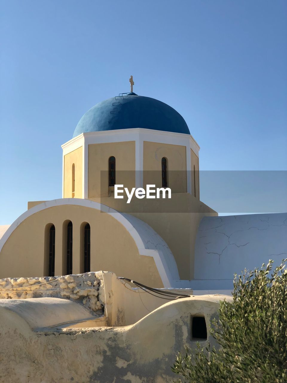 building exterior, built structure, architecture, sky, place of worship, religion, spirituality, belief, clear sky, dome, building, nature, blue, sunlight, day, no people, the past, outdoors